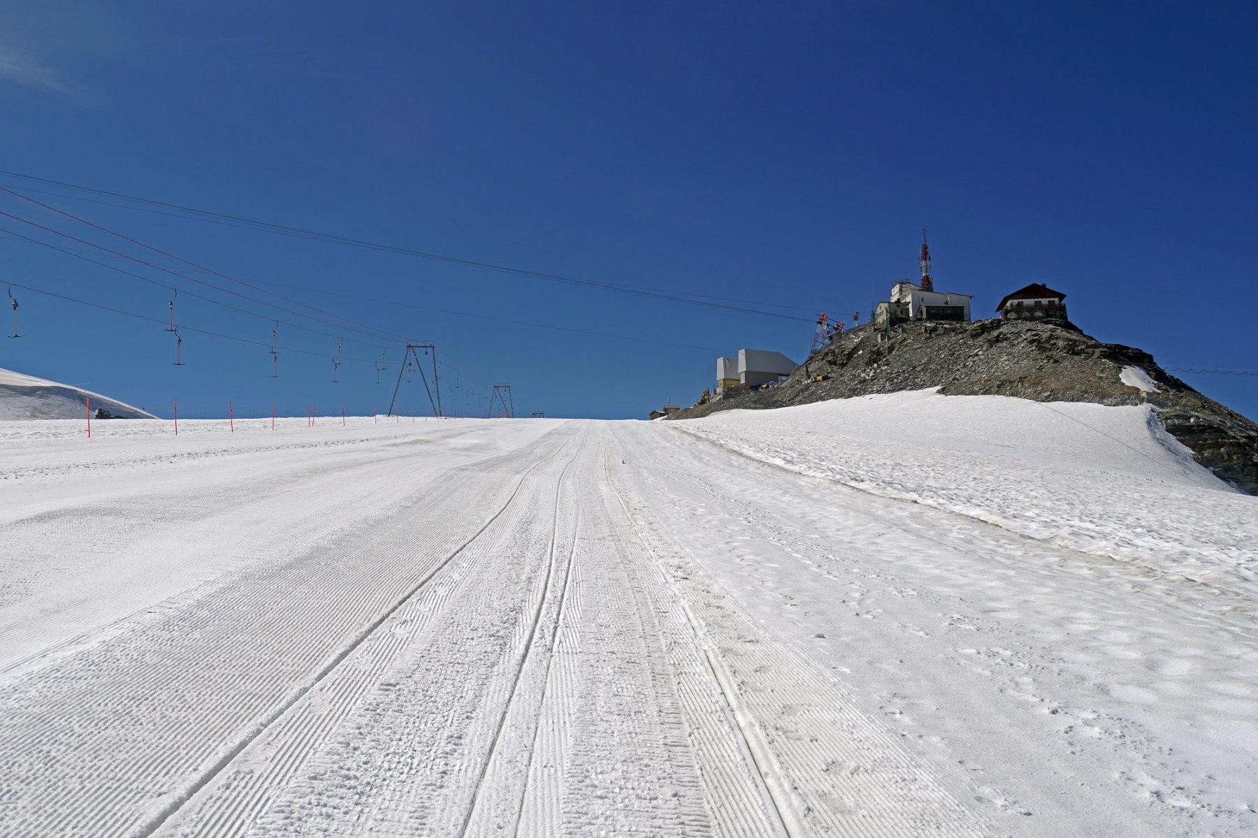 Passaggio su ghiacciaio verso la Testa Grigia