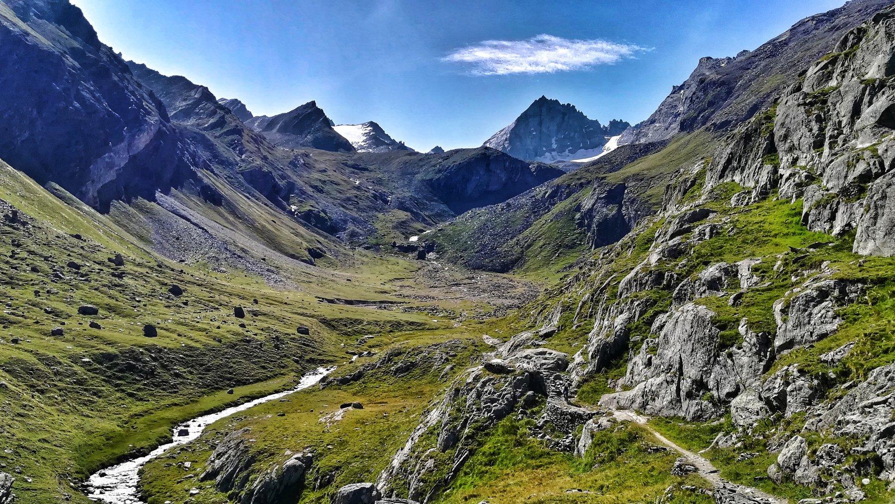 Il vallone che dall'alpe Levionaz conduce al col Loson