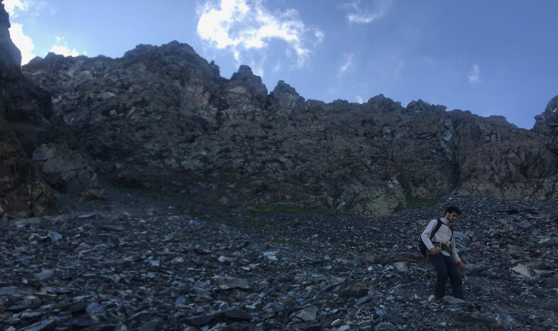 La cresta vista dalla morena detritica che segue il canalino di discesa