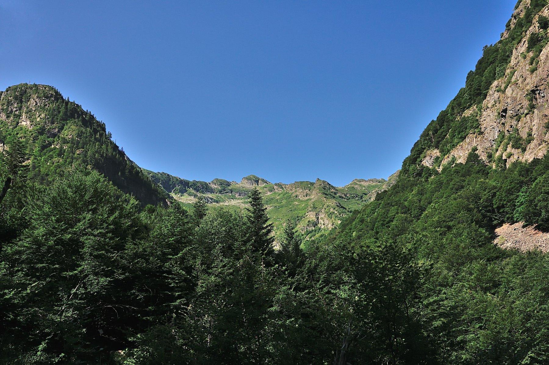 Il Cimone di Cortechiuso al centro della valle
