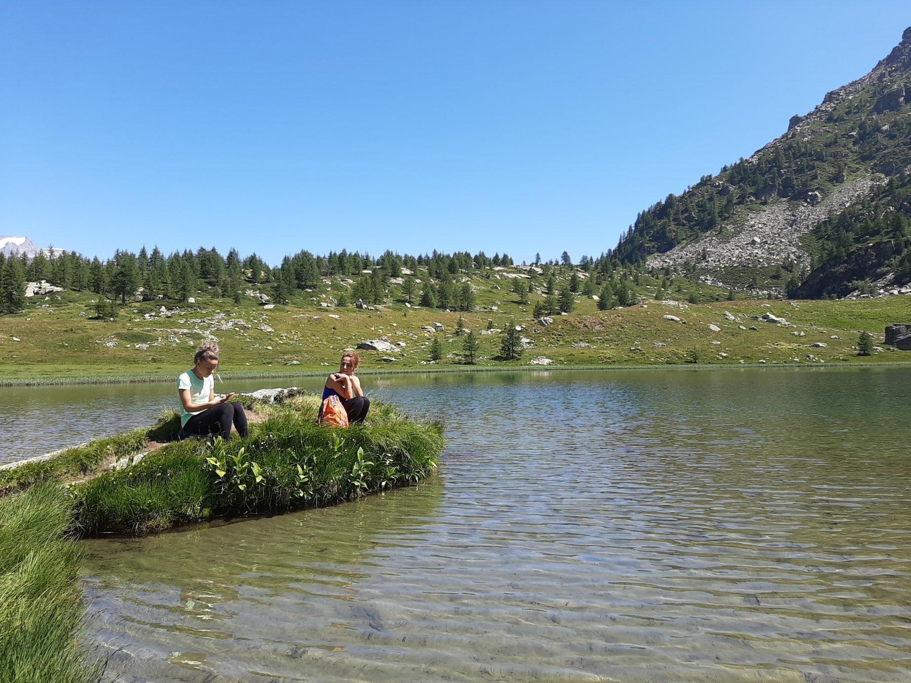 Un' oasi di pace e bellezza...con all'estrema sx il Gran Paradiso!