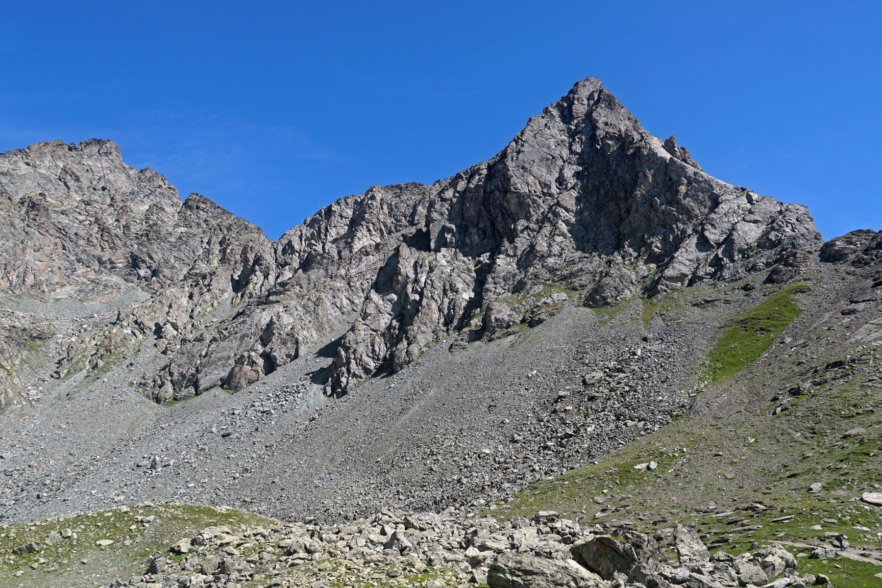 Monte Granero (sx) e Meidassa (dx), apparentemente inaccessibili da Pian Mait