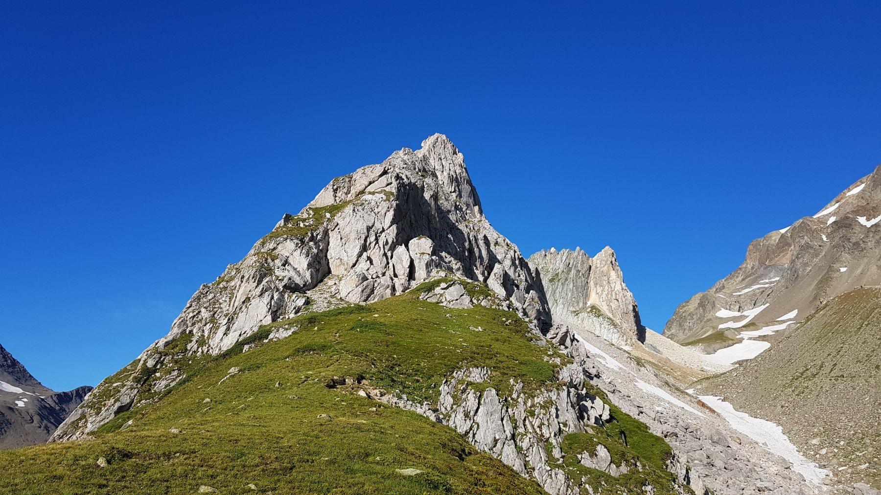 Pyramides Calcaires, cima SE Cresta NE 2019-08-04