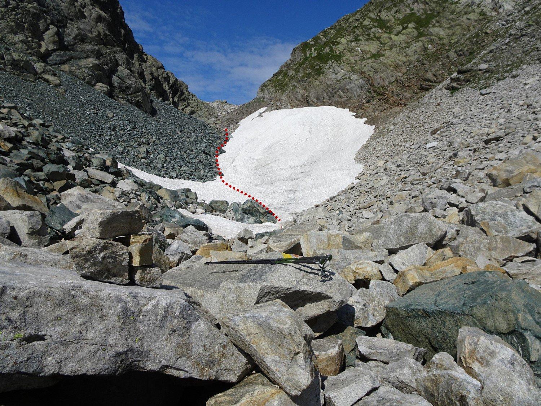 Il primo nevaio sotto il Passo di Crampiolo visto dal basso
