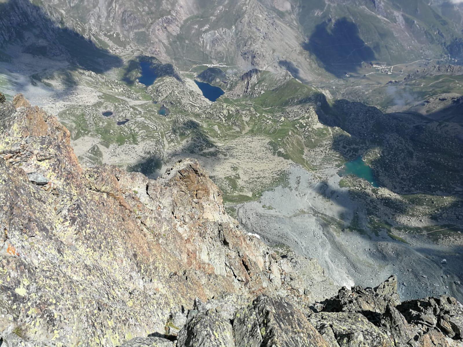 La vista dall'alto Pian del re e i laghi chiaretto e fiorenza