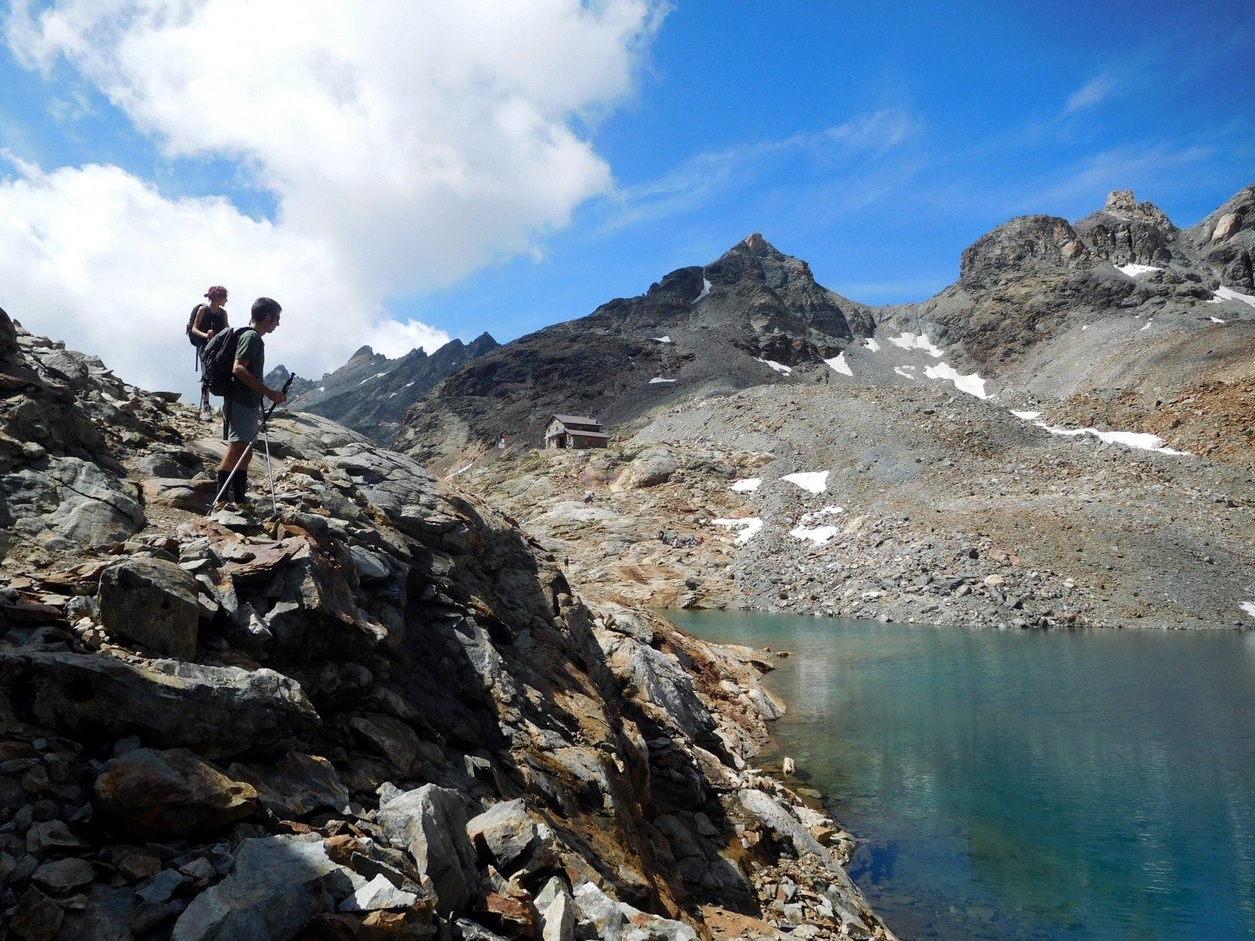 rifugio e lago di Mont Dragon