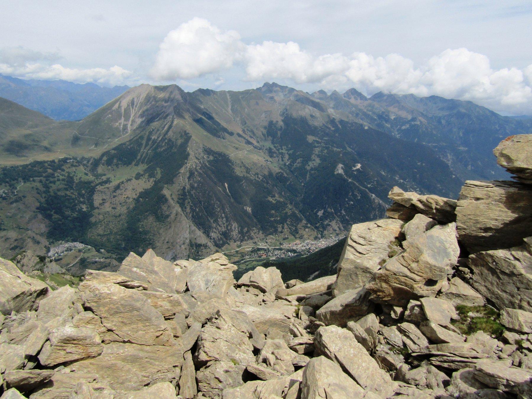 ...e laggiù Fenestrelle e Usseaux sorvegliati dall'alto da Pelvo,Francais Pelouxe e Orsiera