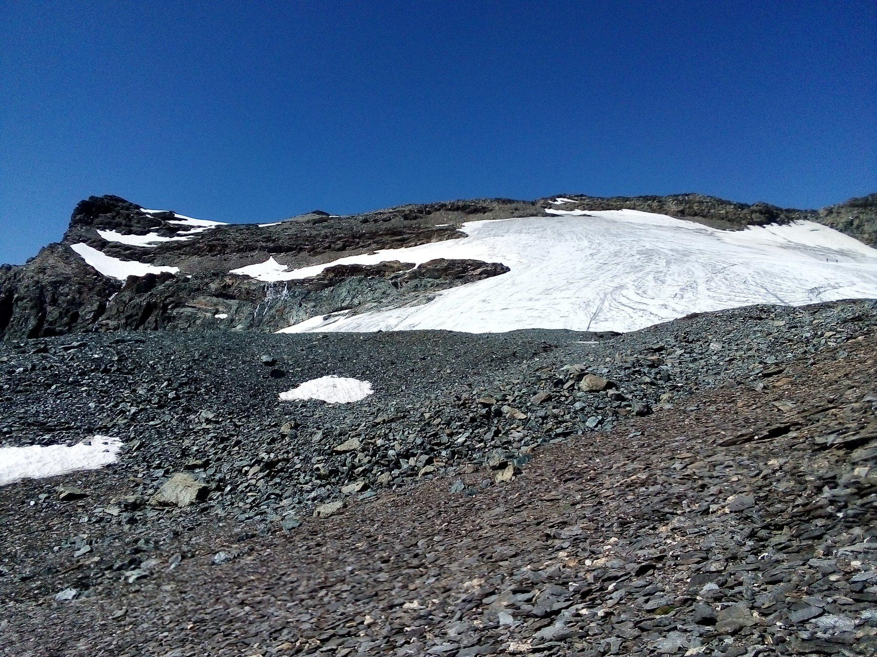 A sinistra la cima e a destra la parte finale del ghiacciaio del Collerin, dai pressi del colle Chalanson Superiore.