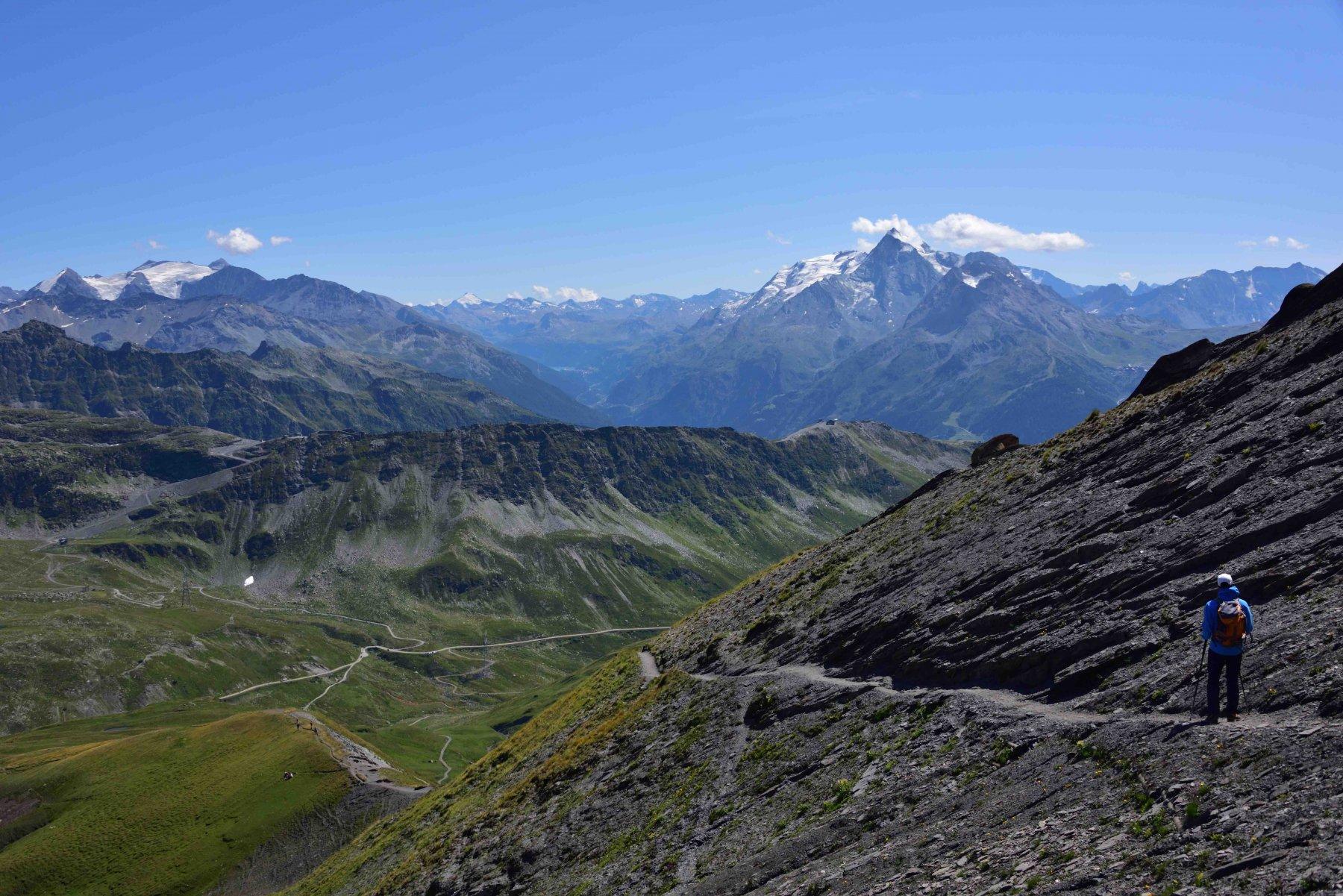 Scendendo dal Lancebranlette con il Mont Pourri sullo sfondo