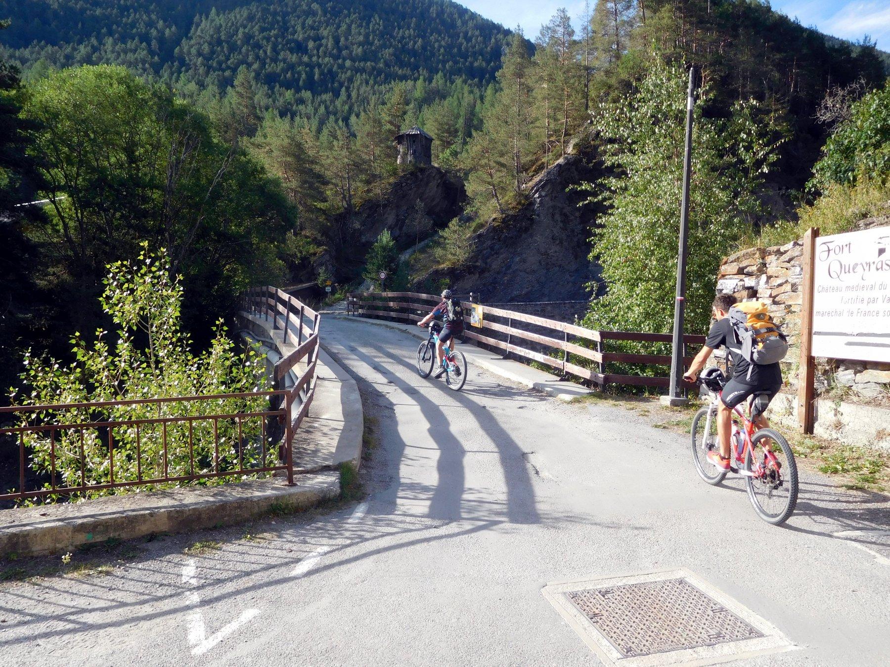 il ponte sul Guil dove comincia la salita al Buchet