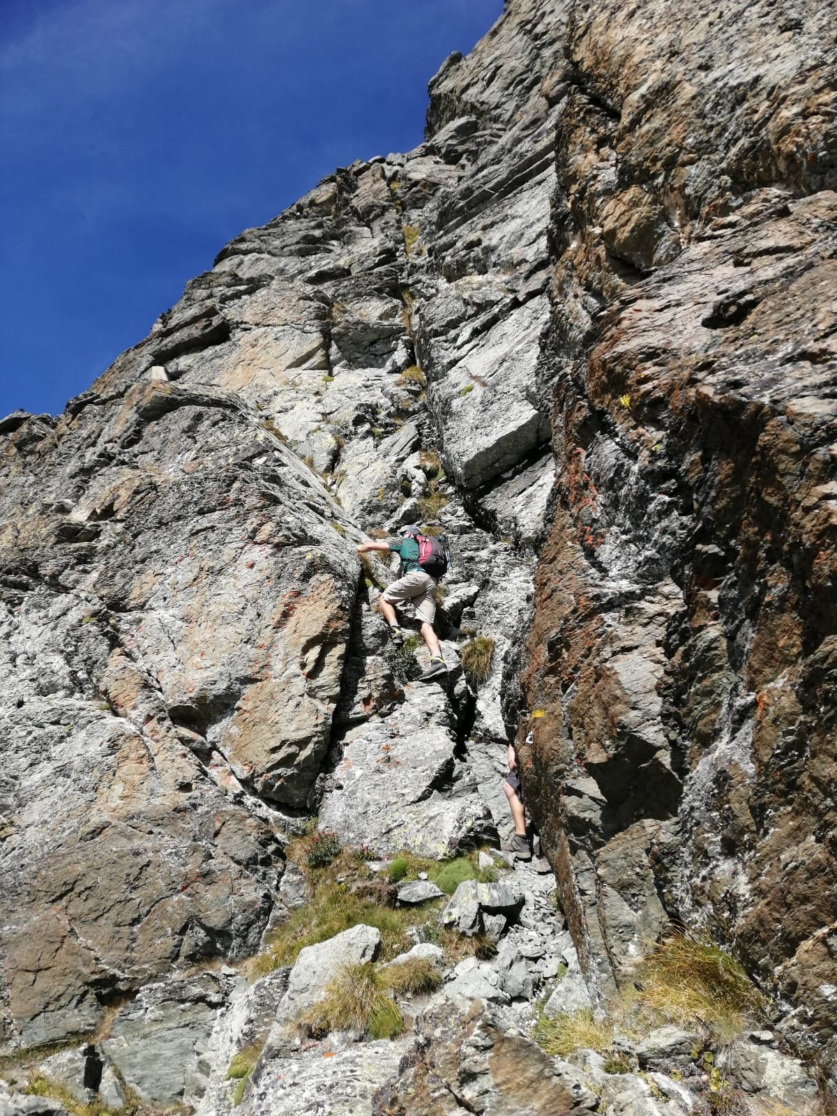 Tratti di facile arrampicata salendo al Granero