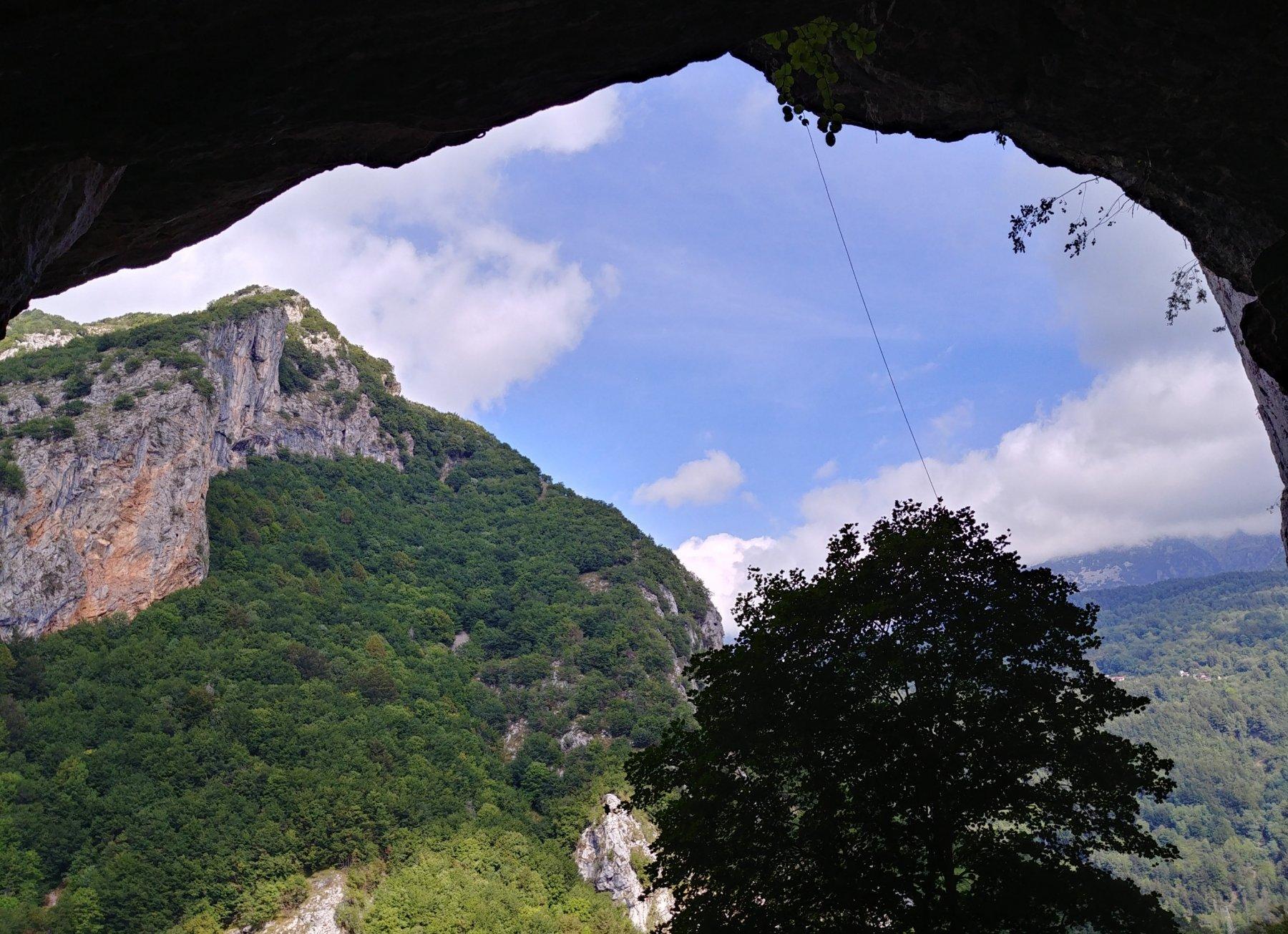 Vista da dentro la grotta