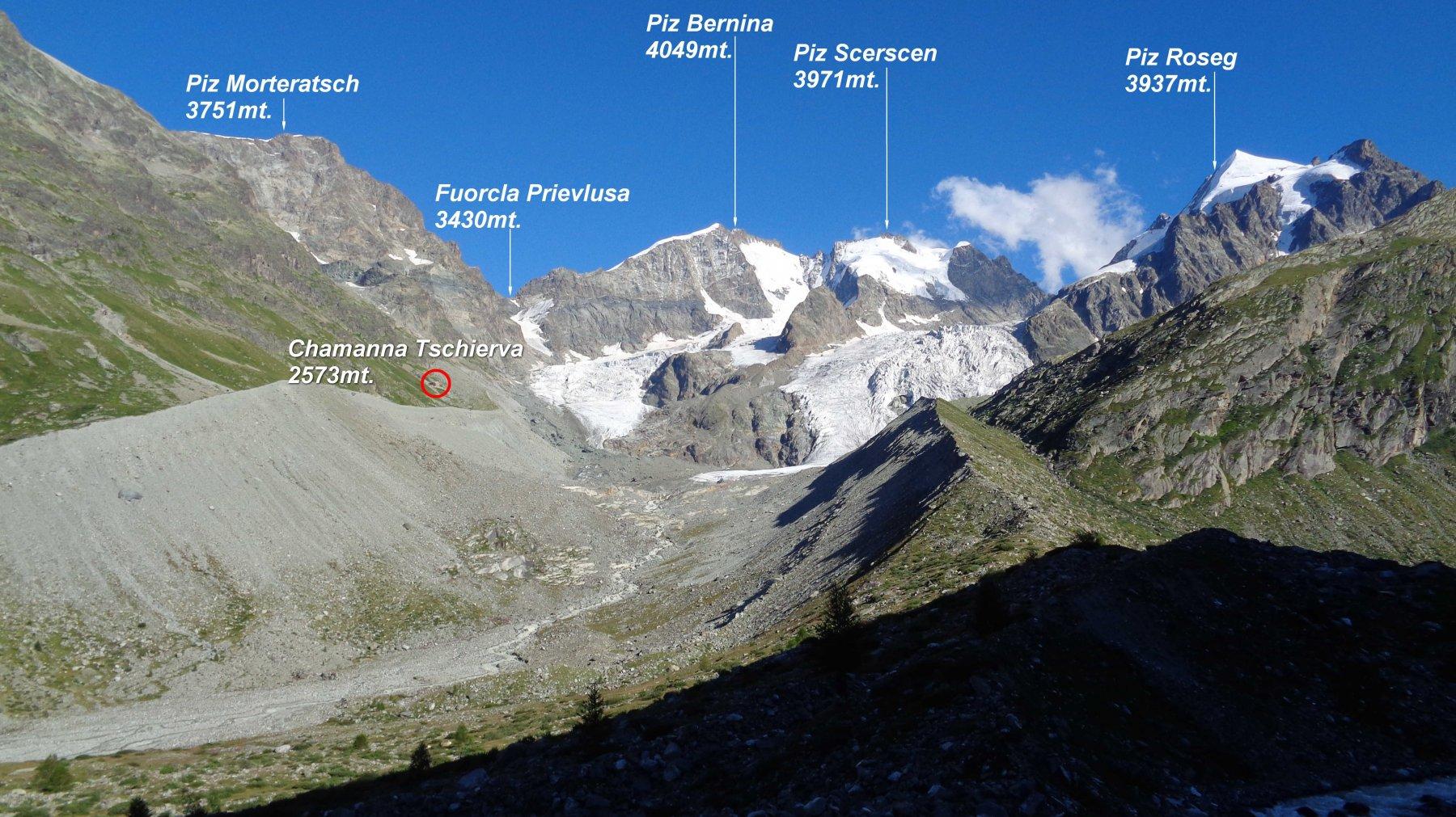 Si scende in Val Roseg con ottimo panorama sul Piz Bernina.