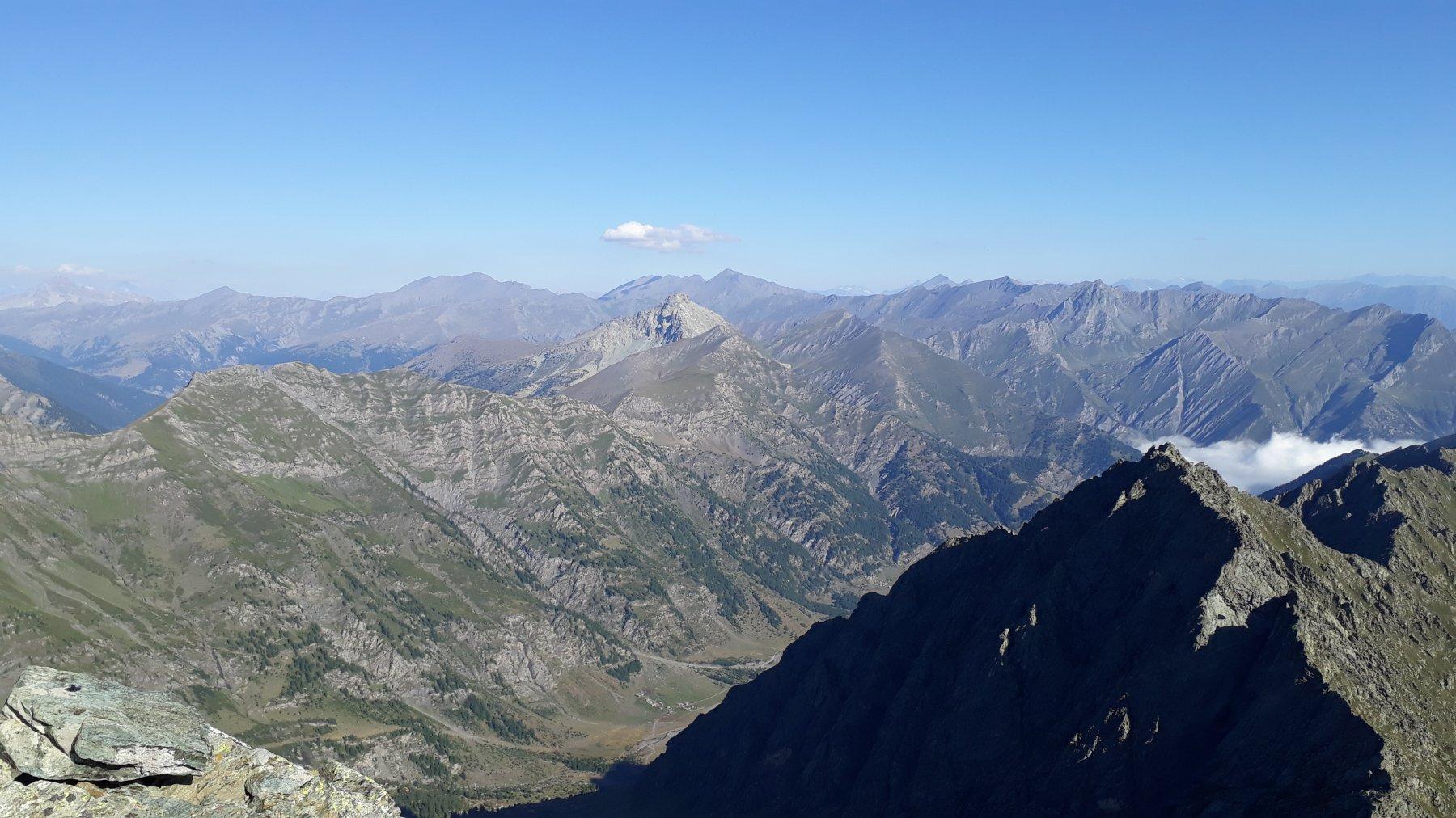 dalla cima del manzol, la conca del prà sotto, e di fronte il monte palavas