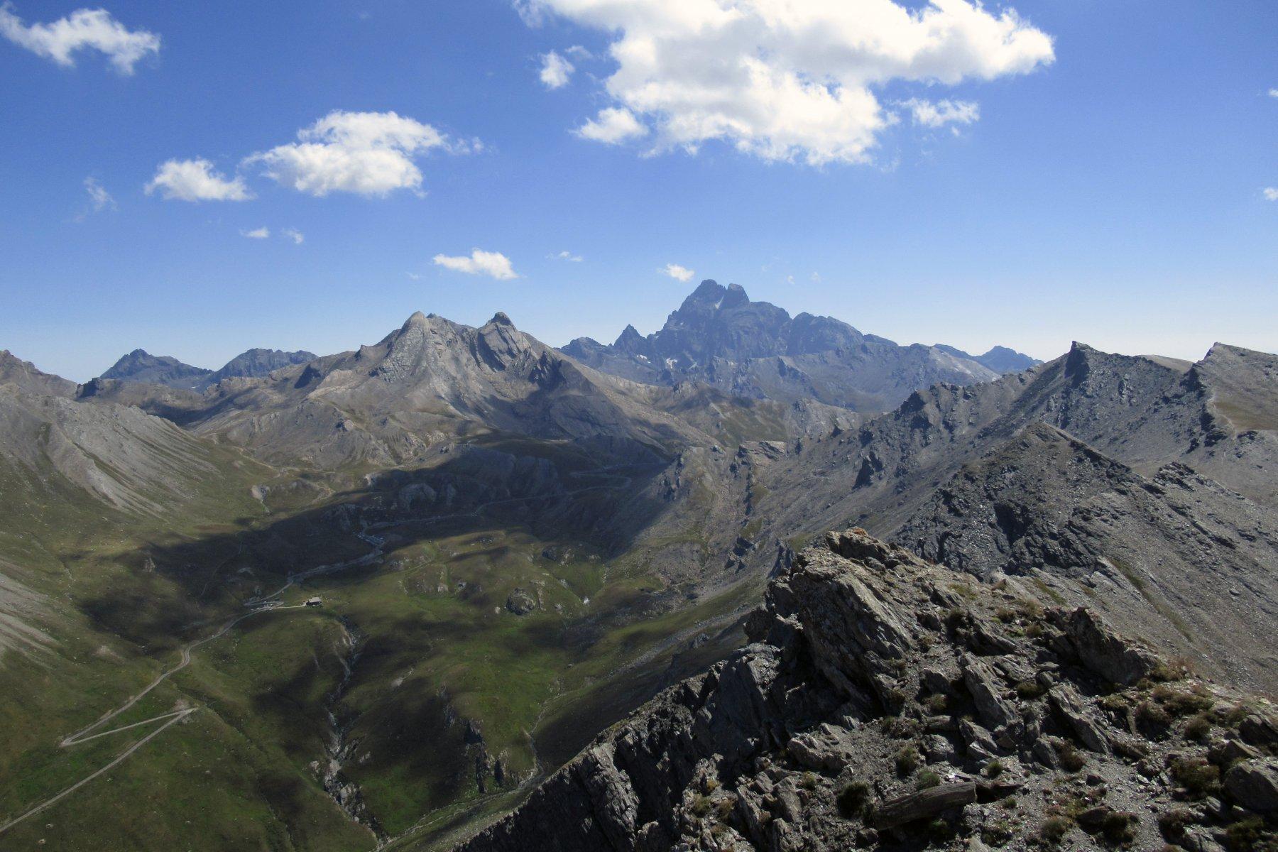 Dalla vetta panorama verso colle dell'Agnello e Monviso