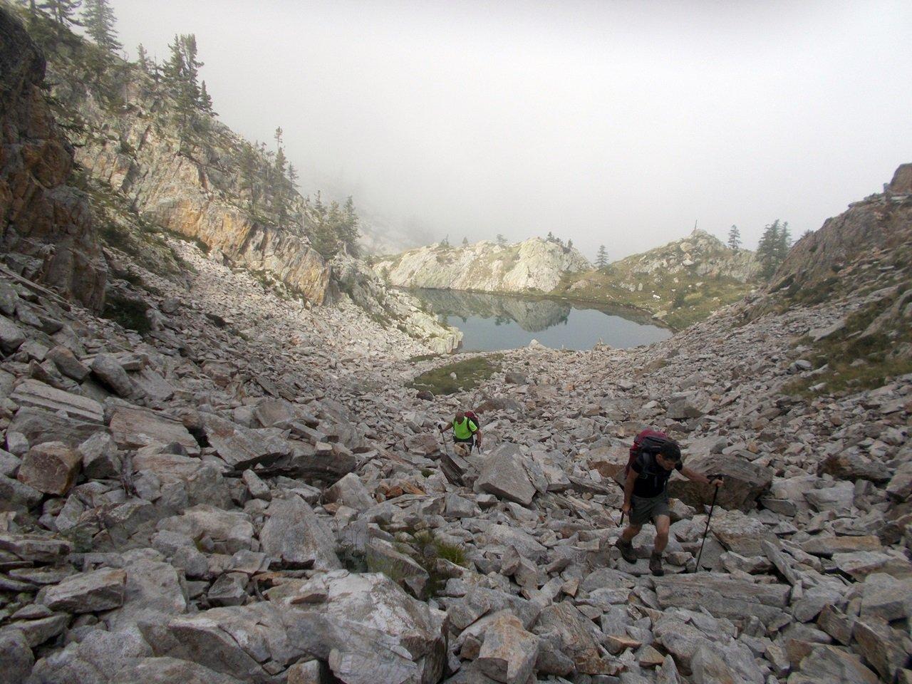 nel canale di pietre dopo il lago