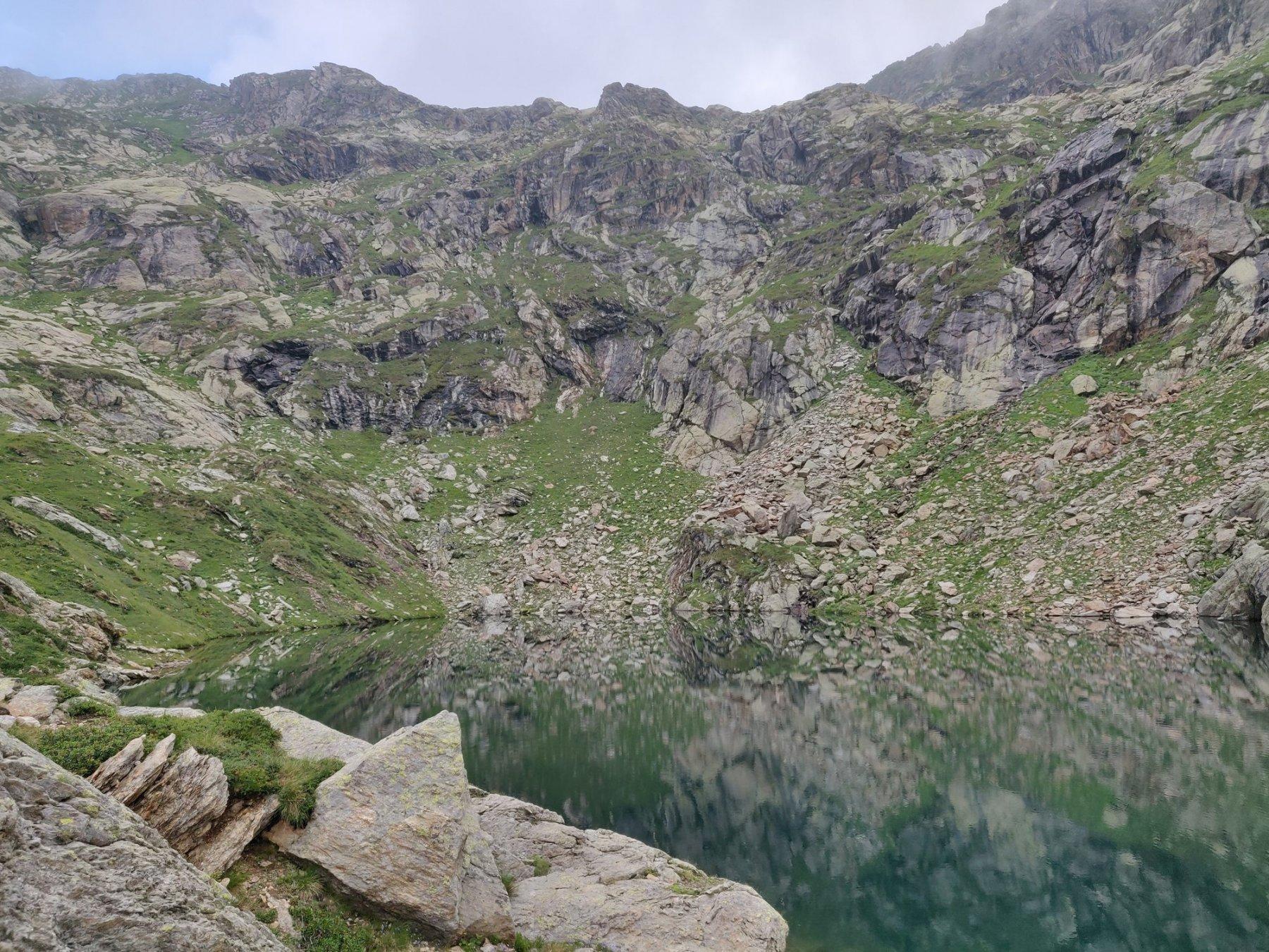il lago con il Colle di Pian Talorno sullo sfondo