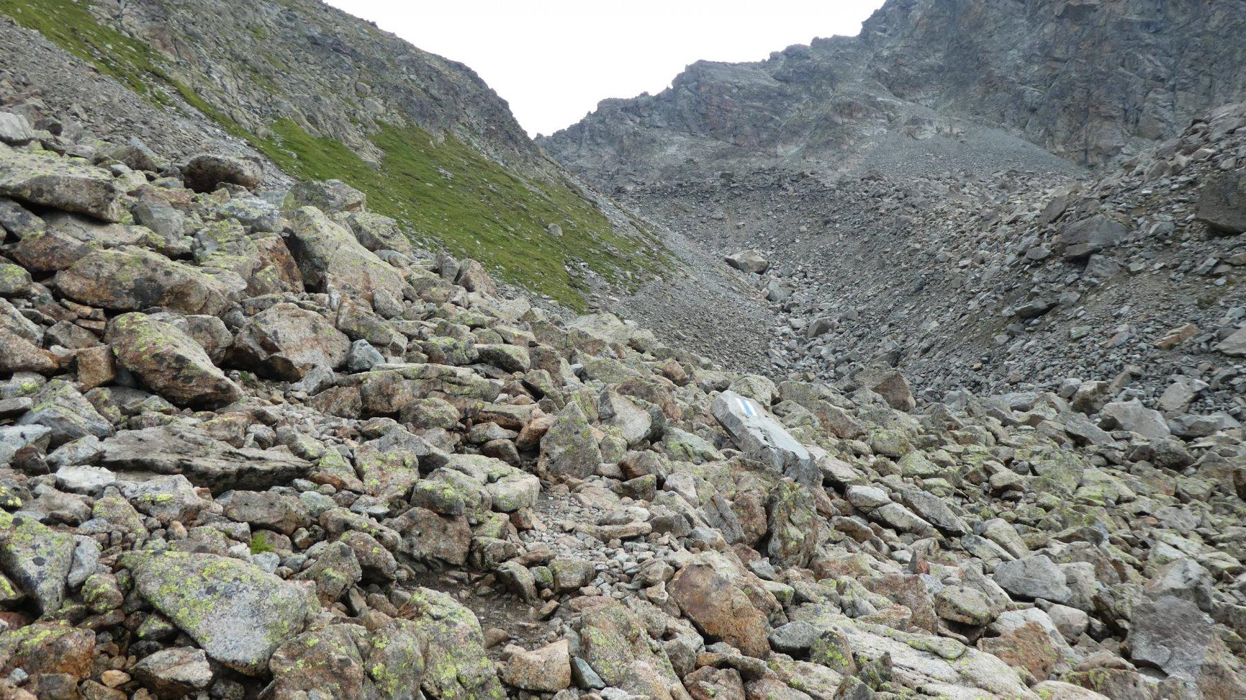 una parte delle immense pietraie da risalire verso la Fuorcla Albana