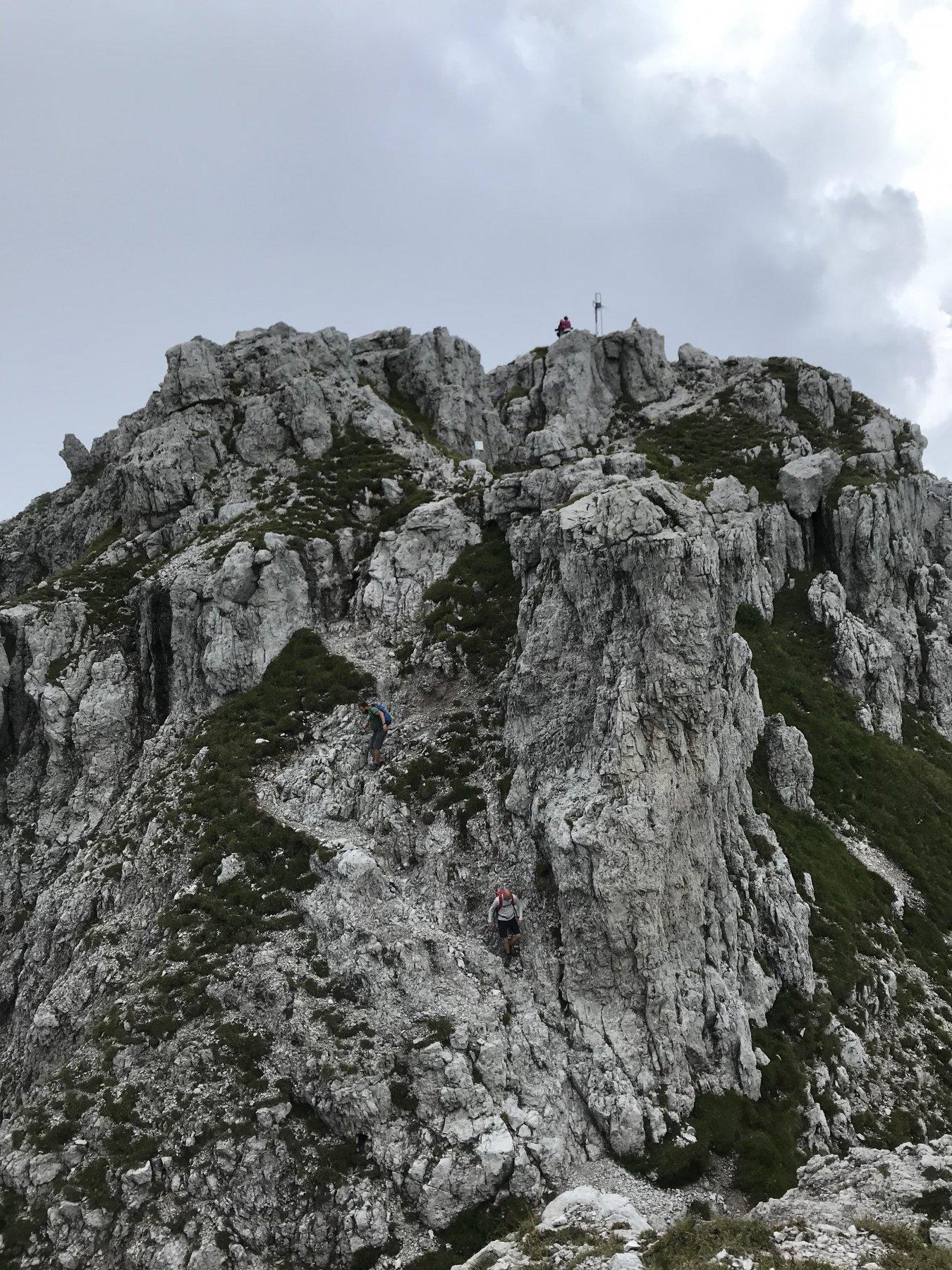 uno sguardo alla vetta dalla cresta di ritorno