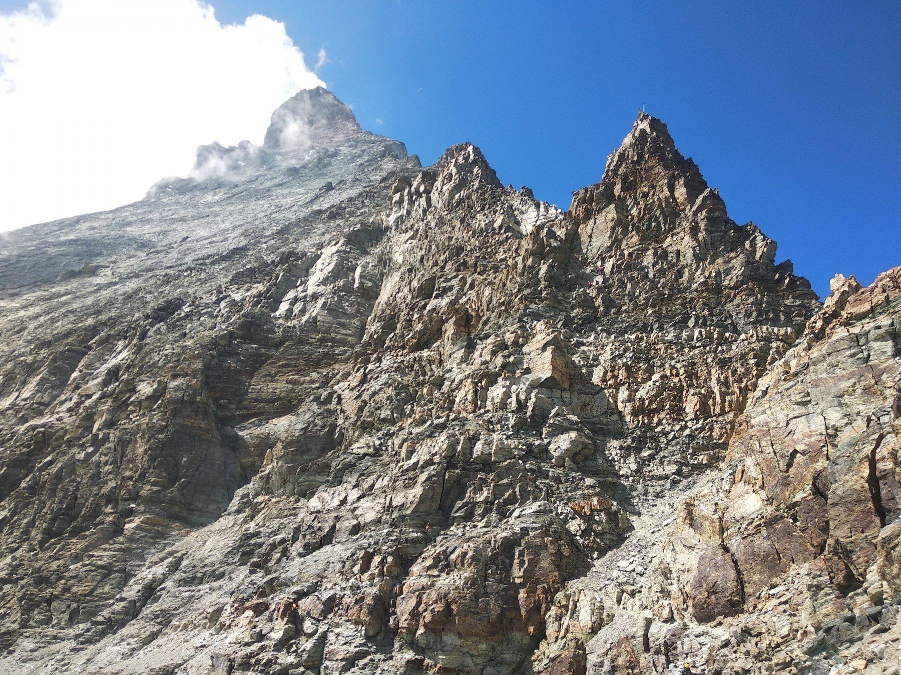 cresta hornli, mare di roccia incollata