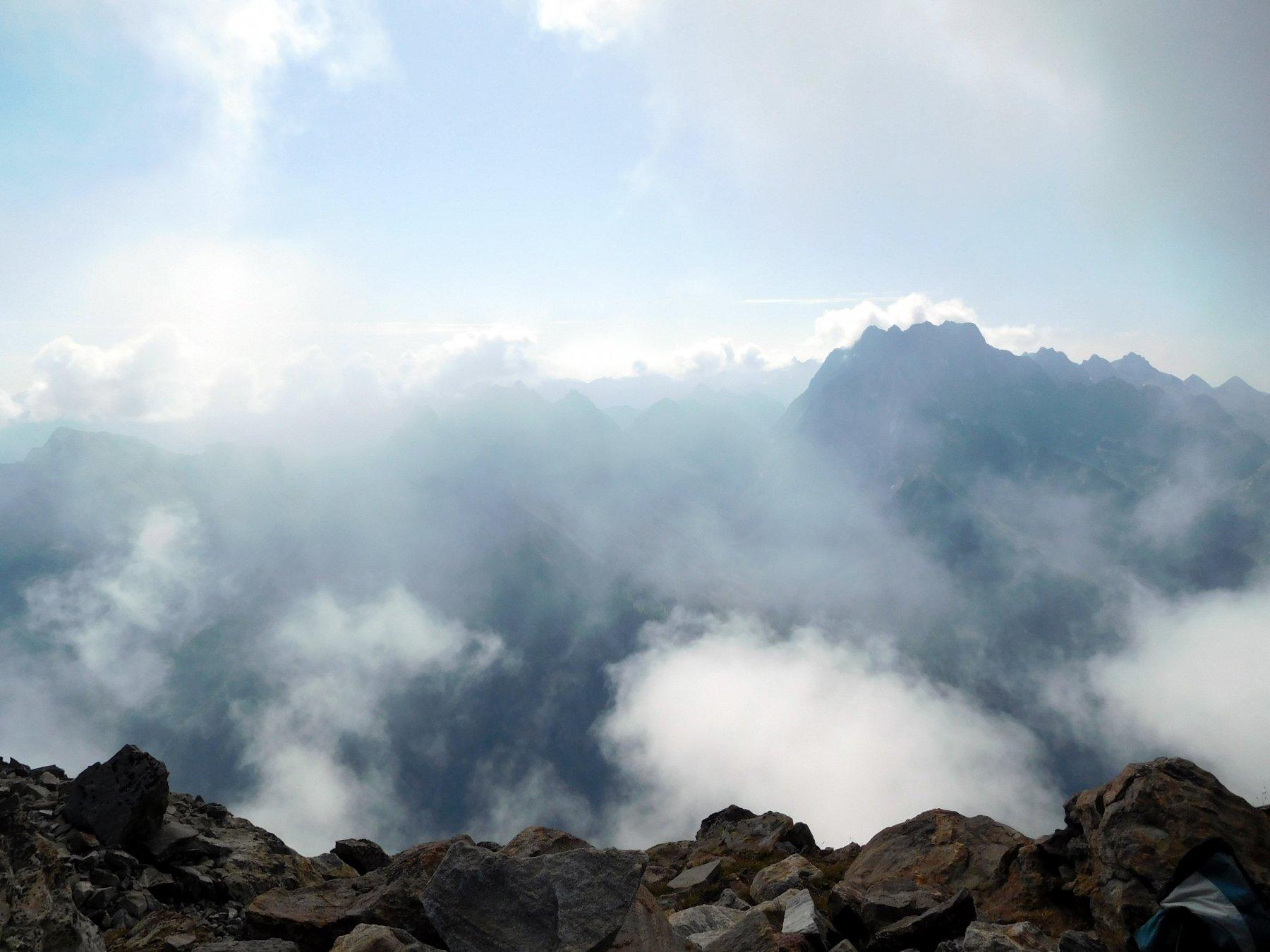 in cima alla est ma arrivano le nebbie dal versante sud