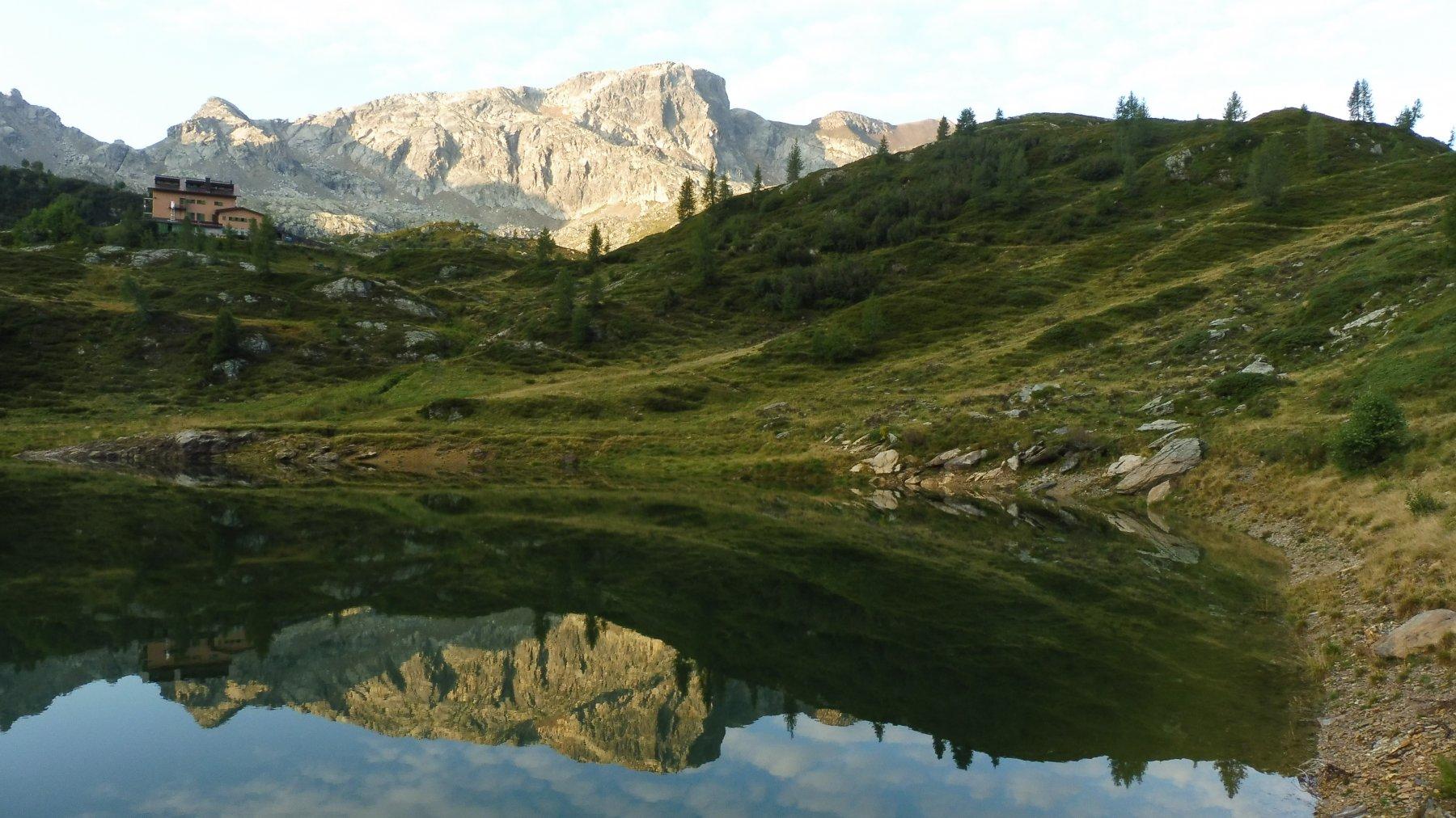 M.Cabianca 2601mt. riflesso nel Lago Rotondo 1972mt.