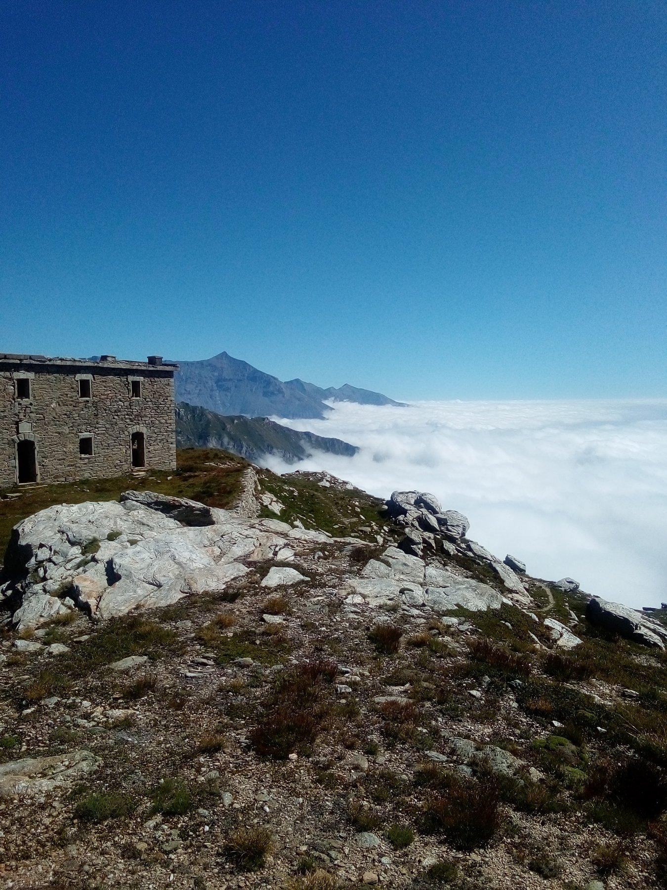 Ricovero del Gias ,Rocciamelone e mare di nubi sulla valle di Susa