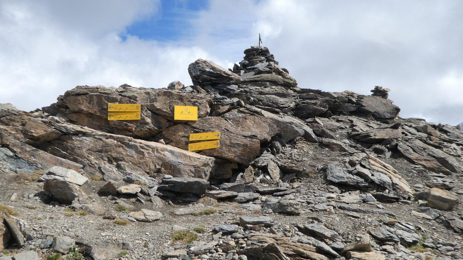 la vetta del Monte Creya...abbonda si segnalazioni e certelli indicatori