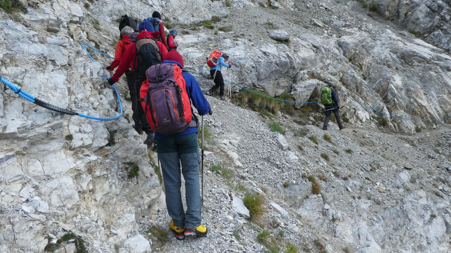 un tratto attrezzato del sentiero che porta alle miniere di Colonna