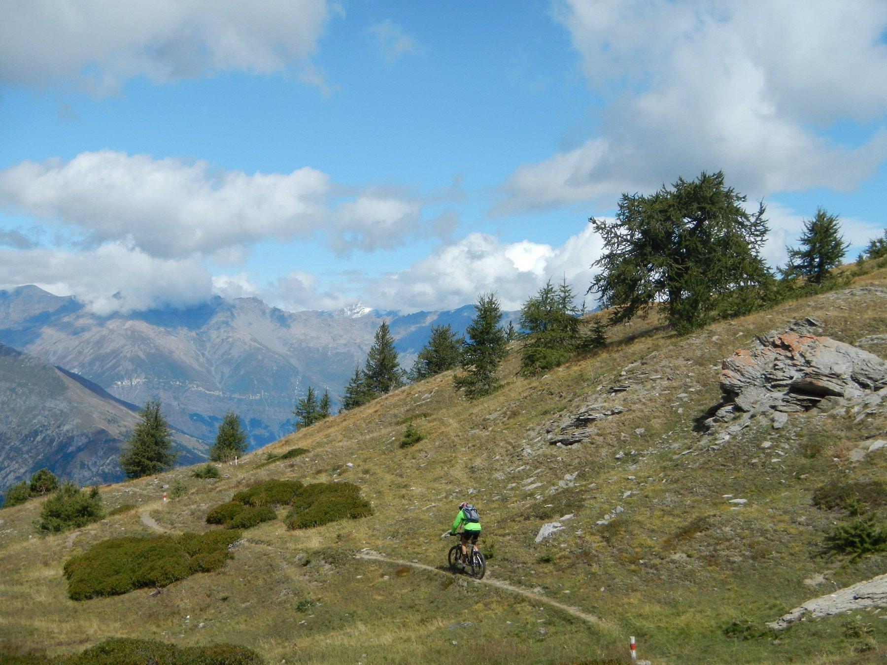 discesa su sentiero verso l'Alpe Arguel