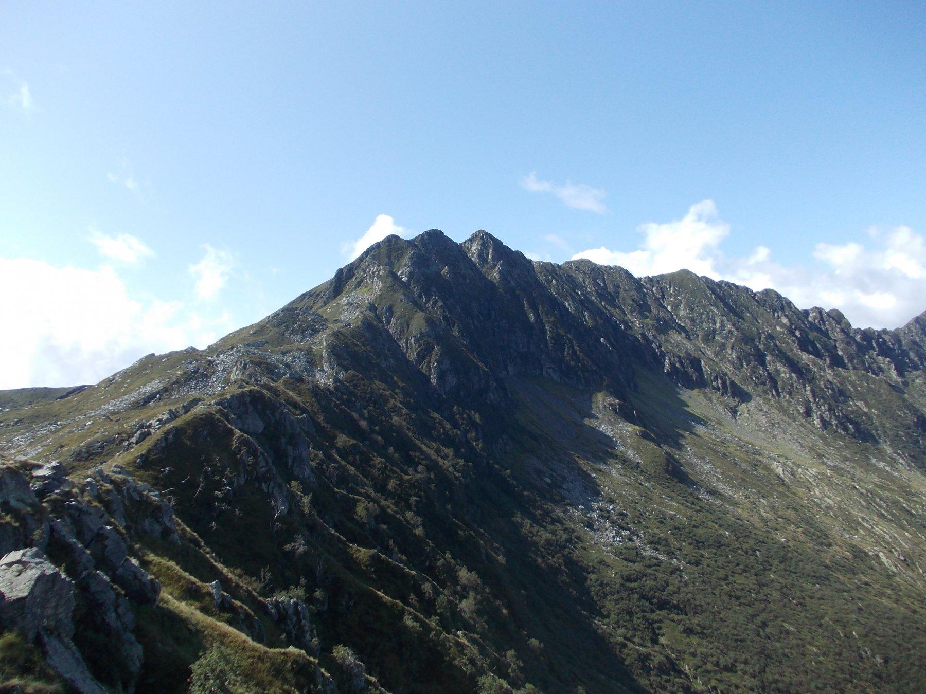 La prima parte di cresta con (da sx a dx) anticima Eyehorn, Eyehorn e Massone