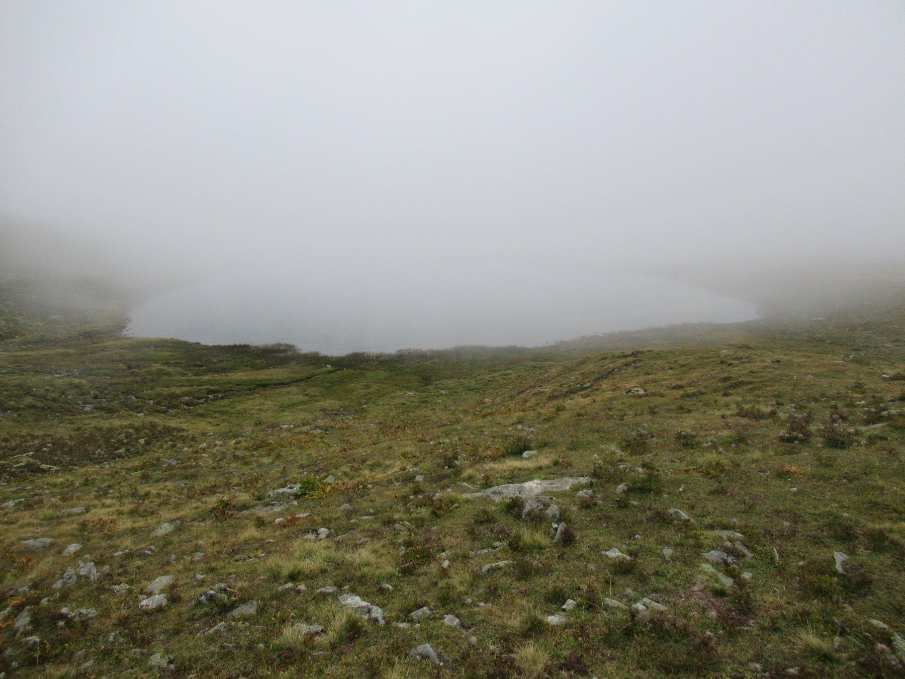 Lago Dijuan nella nebbia