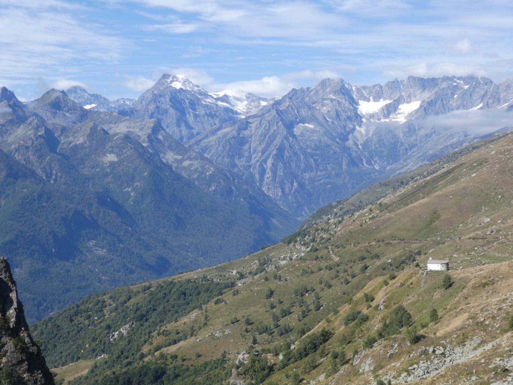 Ciavanis con Alpi Graie sullo sfondo