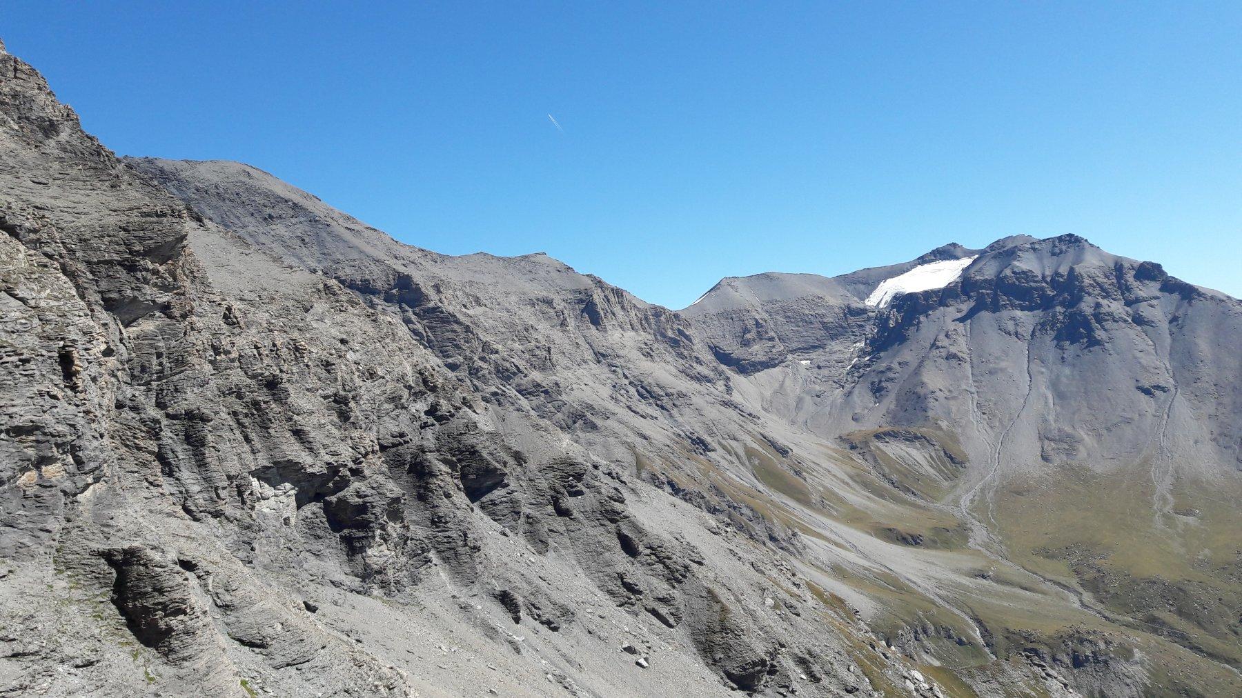 Dal sentiero, la cresta dei 3000 fino alla Lamet