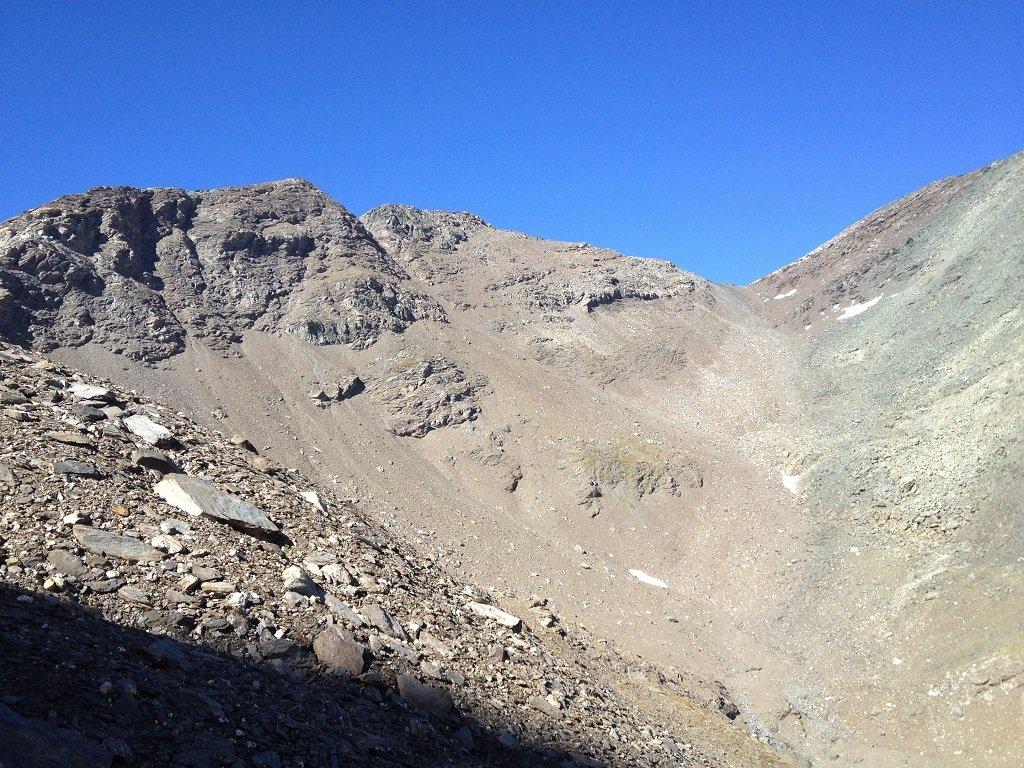 Al centro il colle delle lose Nere quota 3264 metri