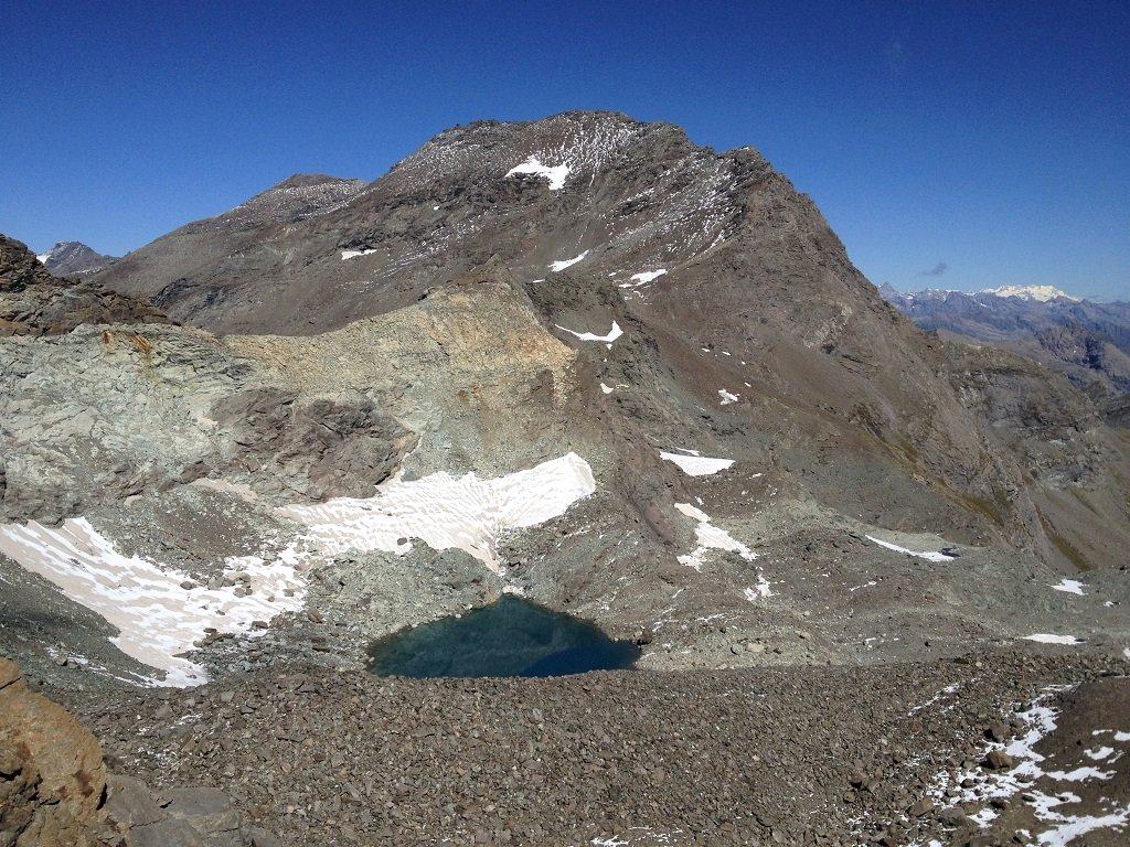Croce Rossa , il laghetto sotto è quello che rimane del ghiacciaio di Pera Ciaval