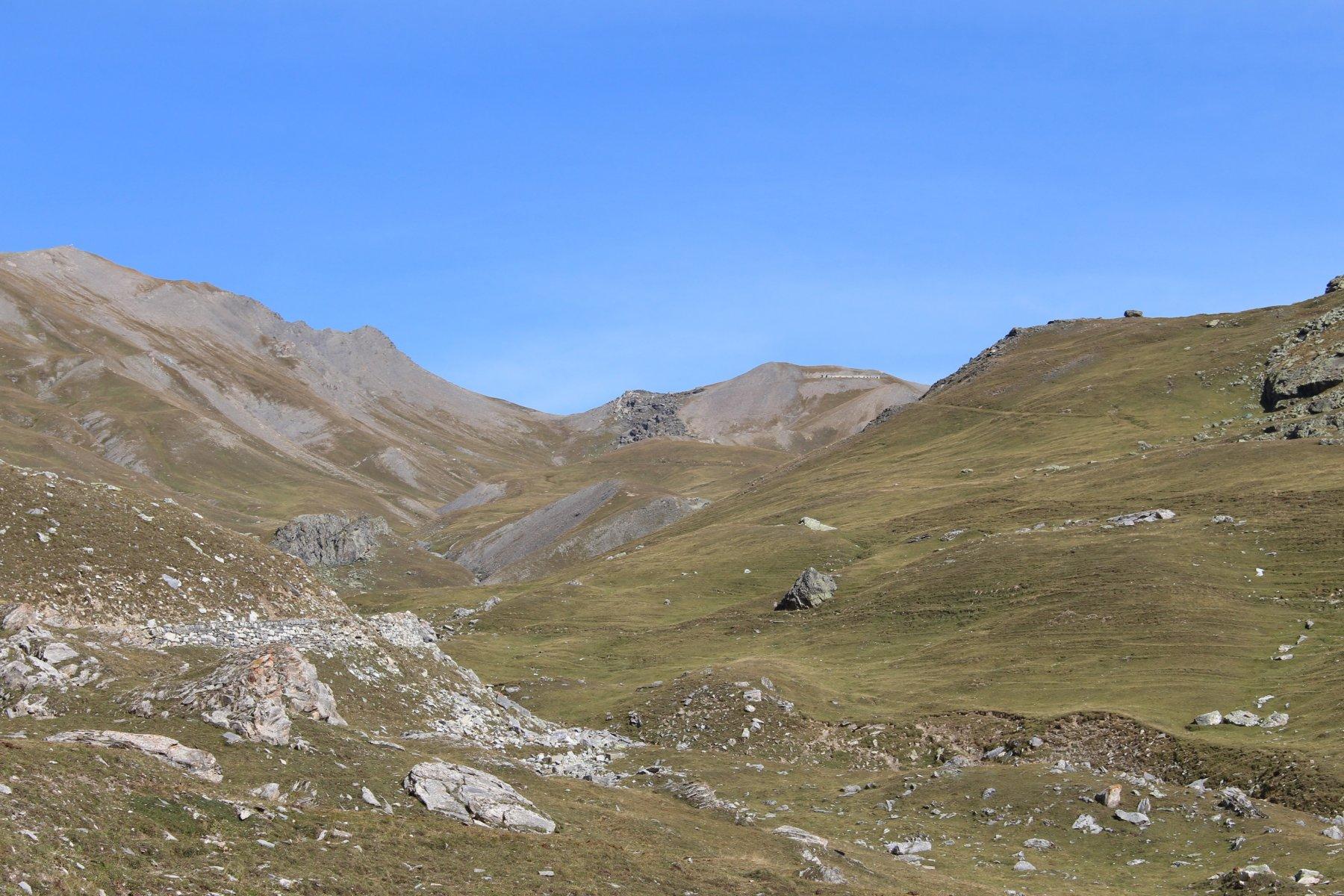 sull' estrema sinistra il Monte Bellino con la croce, in centro il colle e poi il Forte Carmagnola