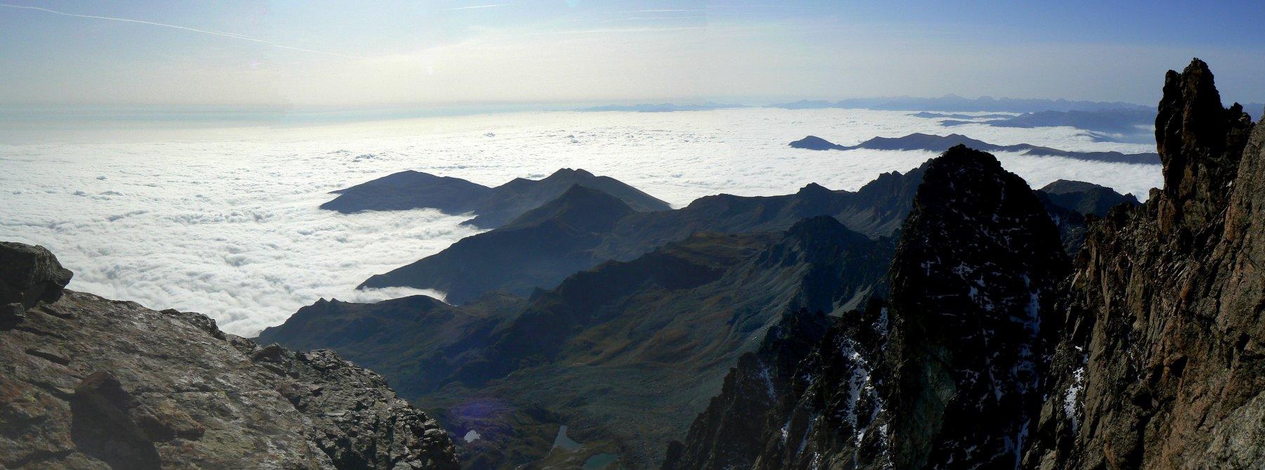 mare di nubi sulla pianura