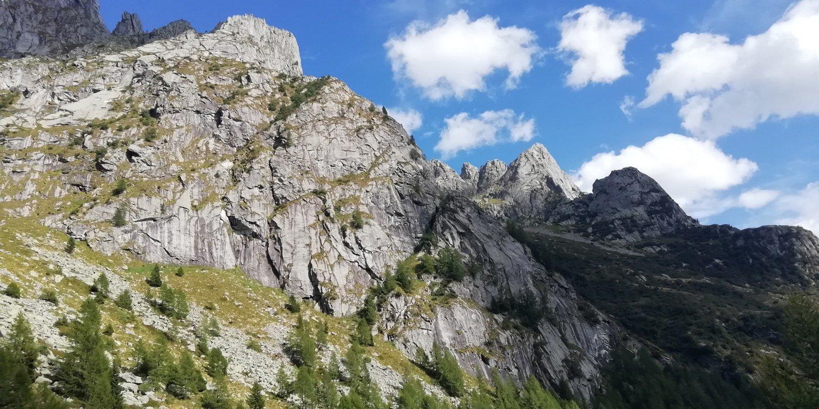 Si aprono gli scenari sulle cattedrali rocciose