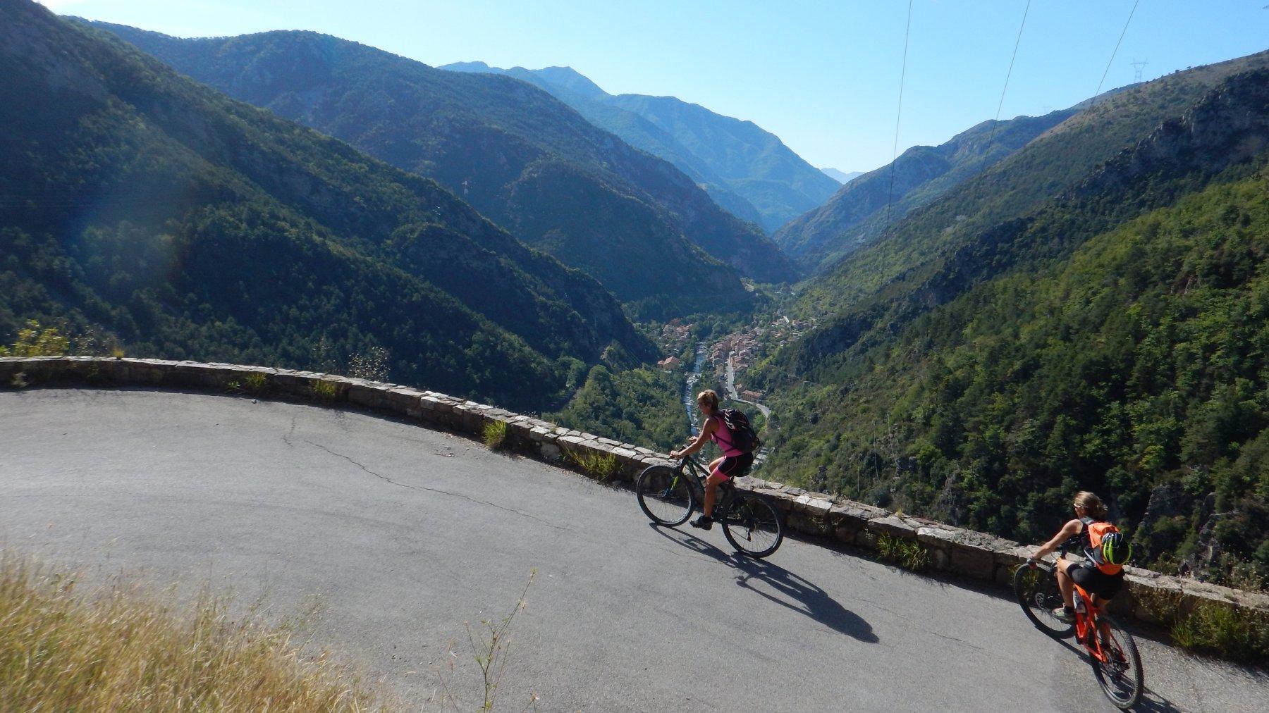 Primi km, sullo sfondo Fontan