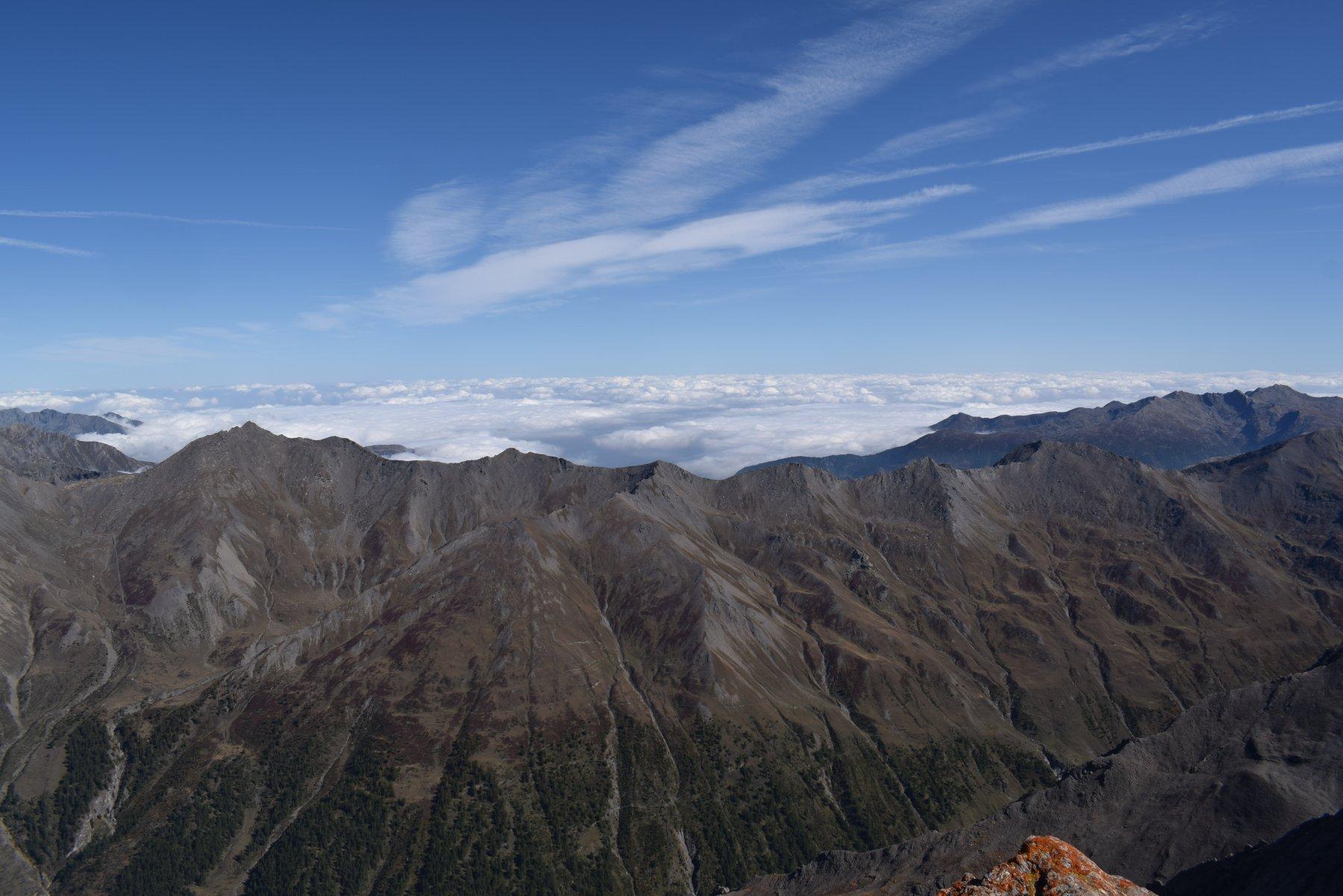 dalla punta vista verso la pianura, con mare di nuvole
