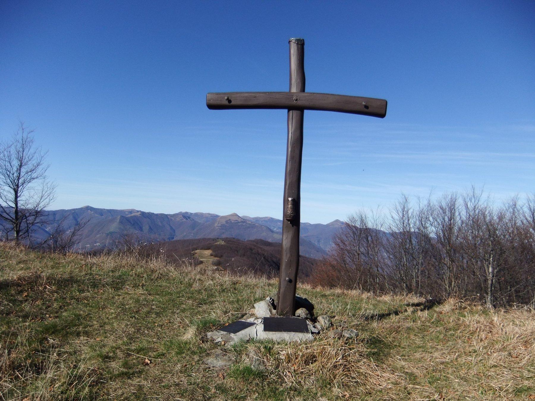 Croce sulla vetta dell' Oramara