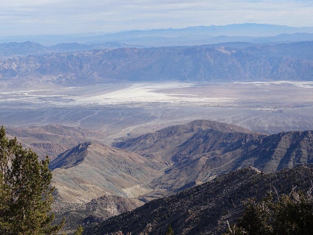 Vista verso Est, il Badwater Basin nella Furnace Creek Valley