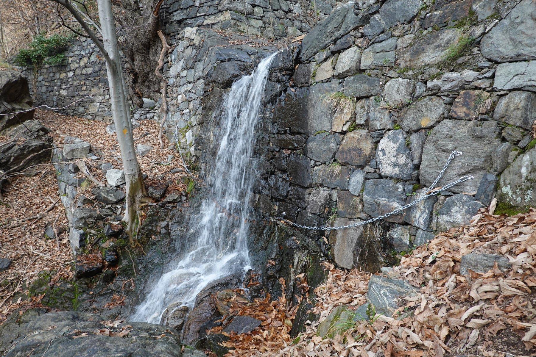 La catena alla cascata, ma ahimé oggi troppa acqua