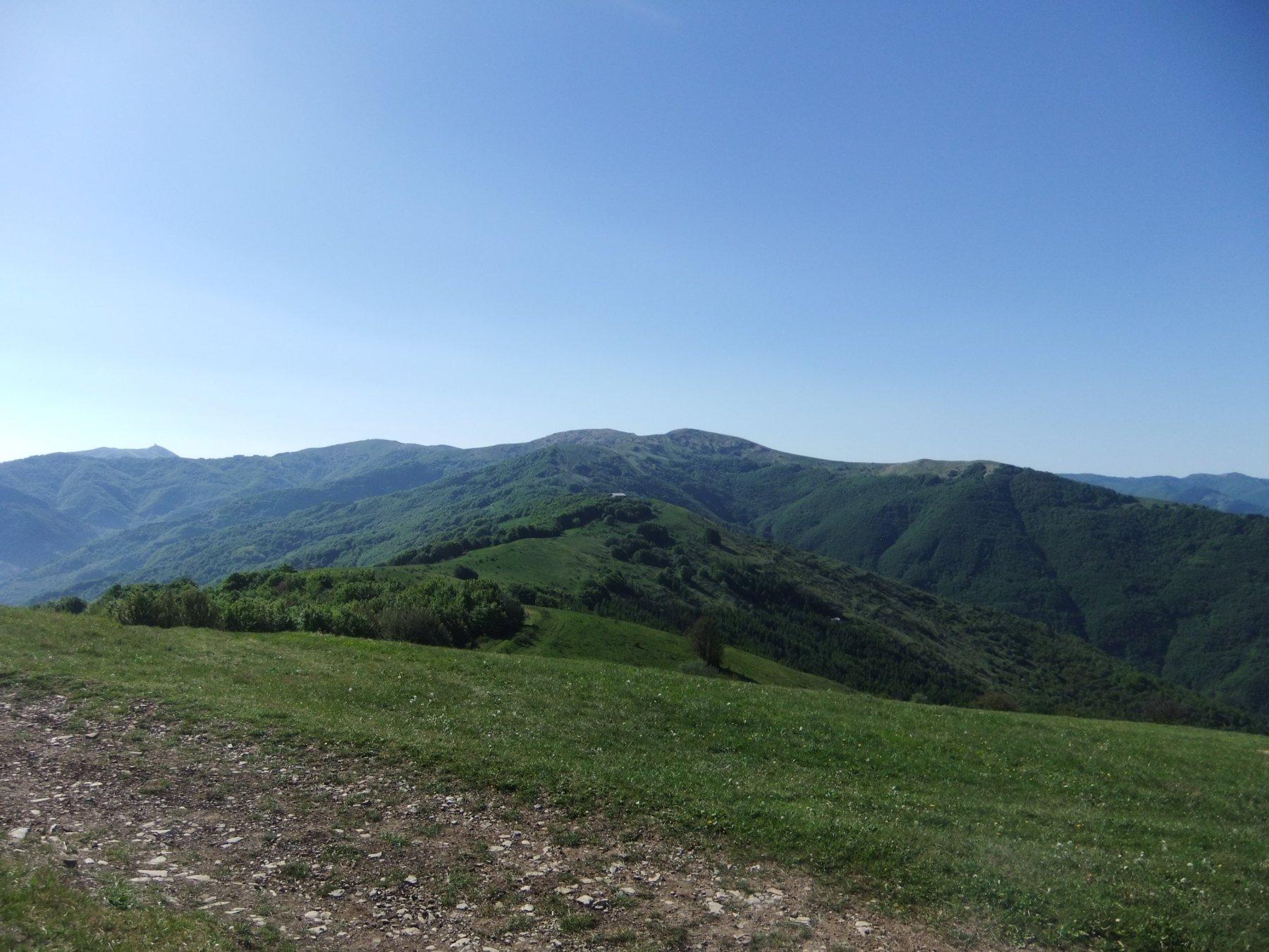 Il lungo crinale dal Giarolo verso il Chiappo