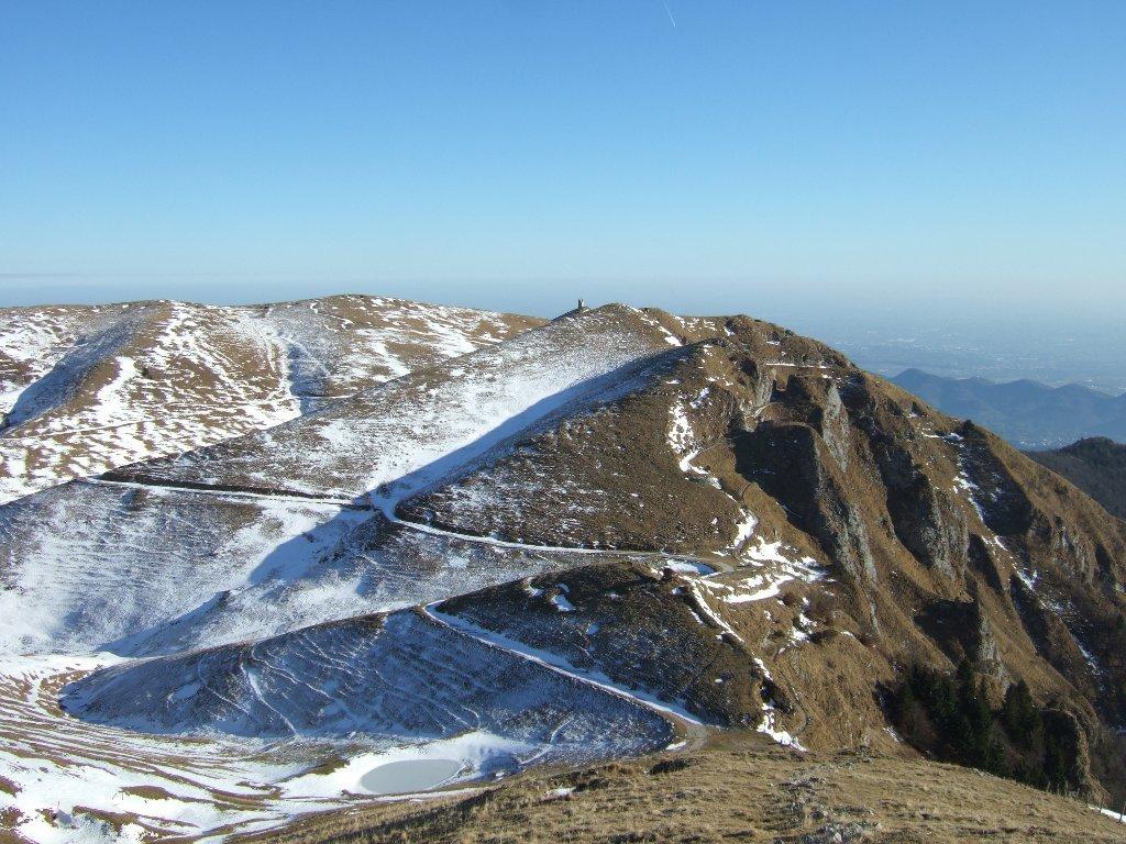 dal monte Meatte verso Cima Mandria, la pianura trevigiana e i Colli Asolani
