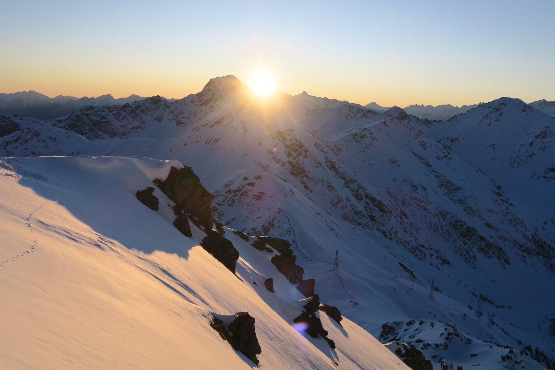 sorge il sole di fianco al Mont Fallere