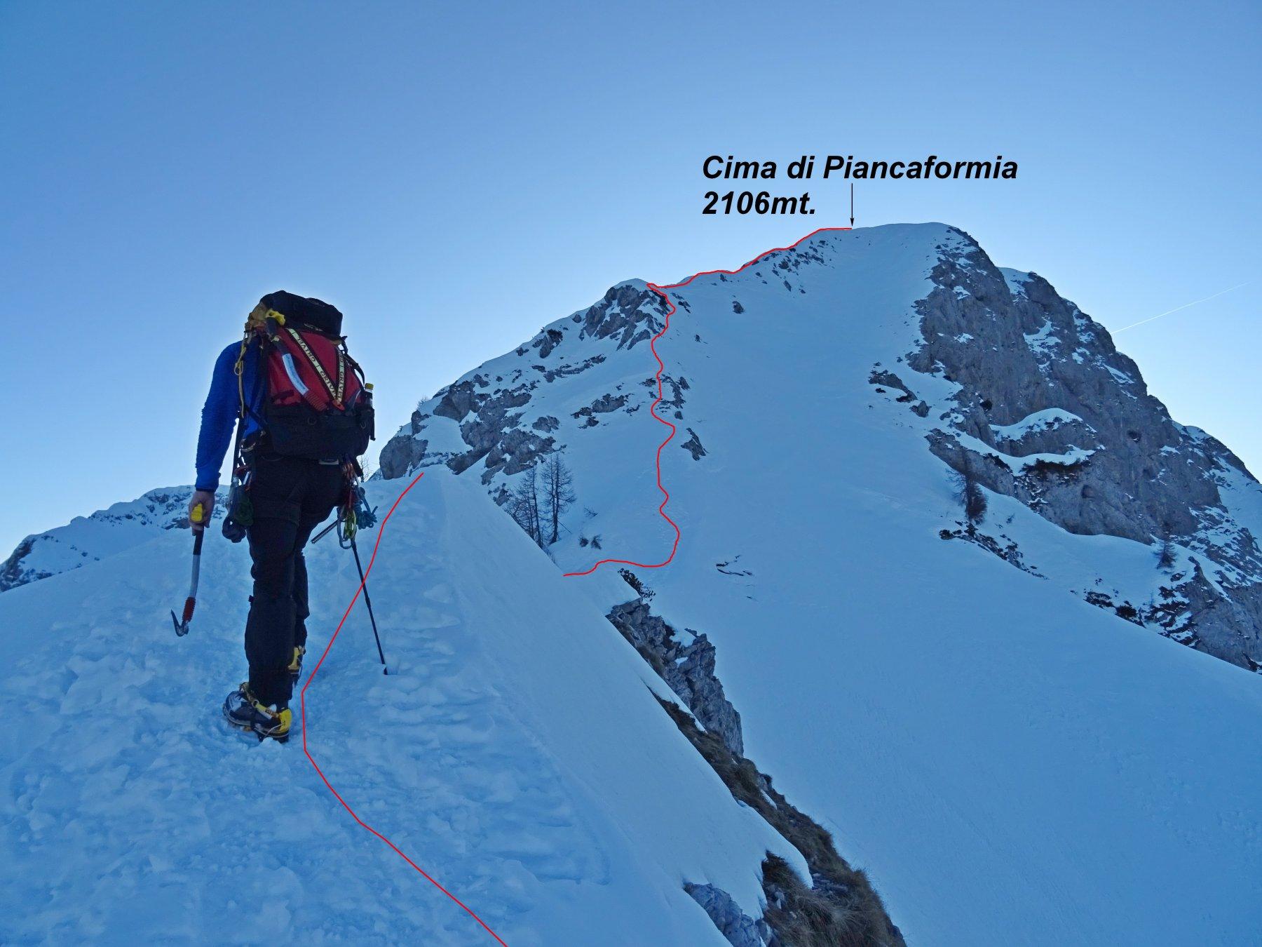 In rosso il primo facile tratto della Cresta Piancaformia.