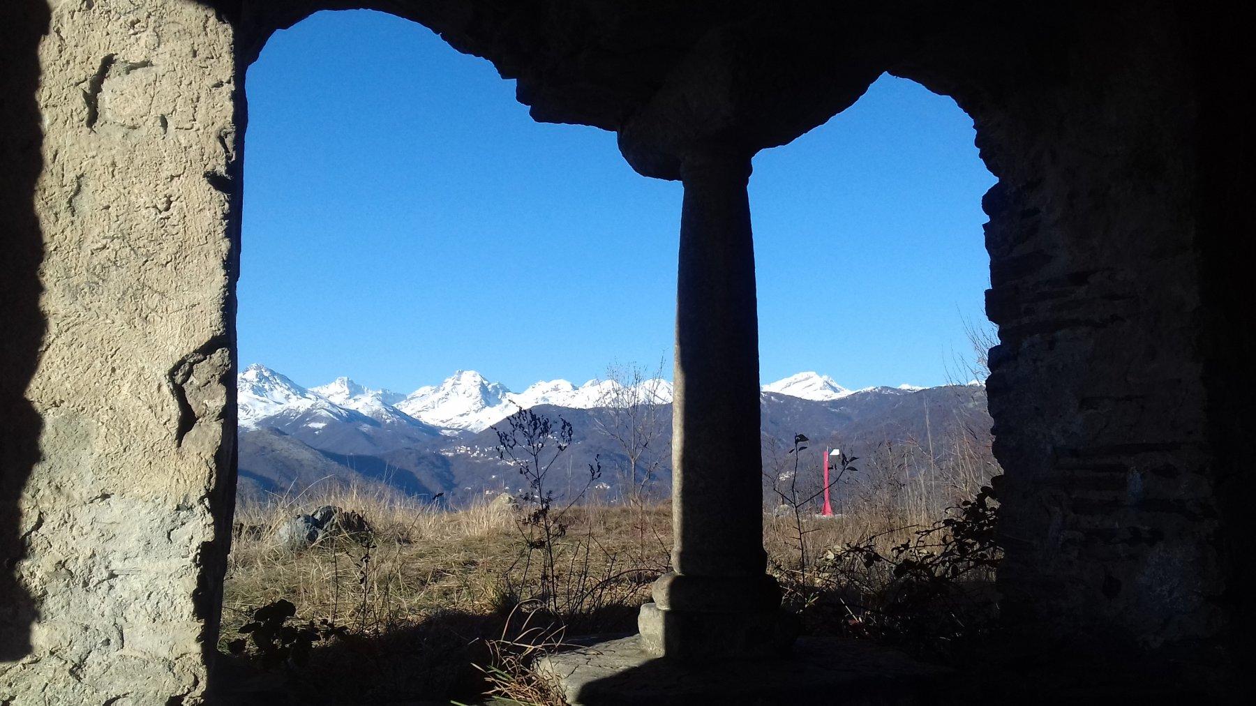 Cornice con bella vista sulle Valli di Lanzo.
