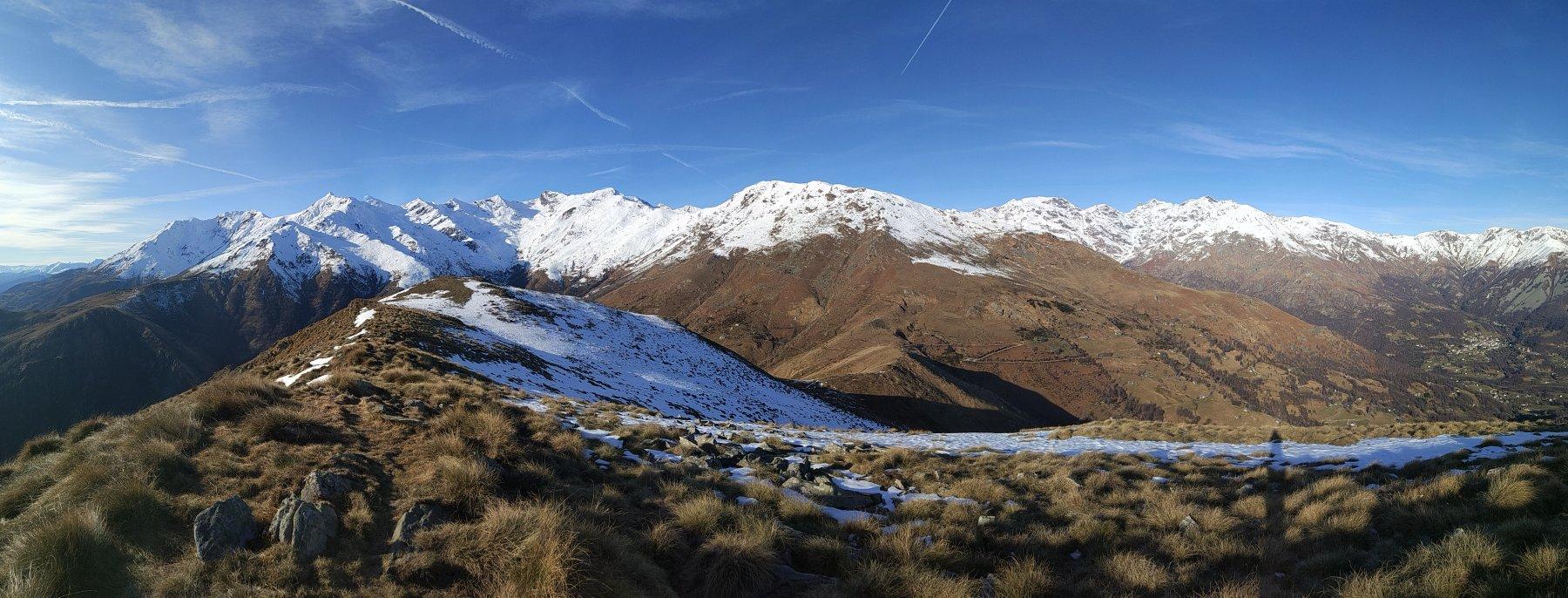 I vicini monti dalla cima Bossola
